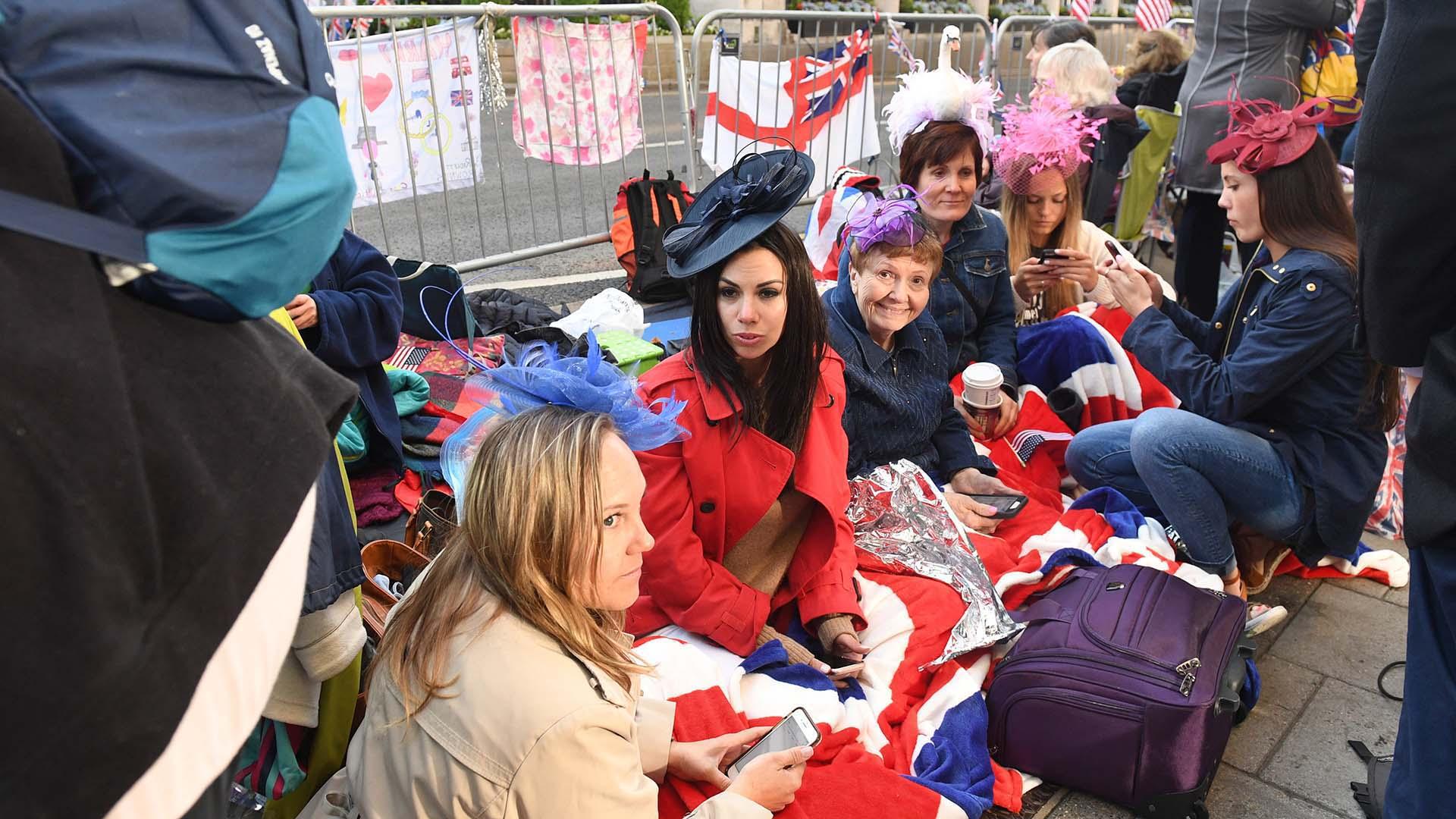 Fanáticos acamparon en las calles para poder tener la mejor vista (EFE)