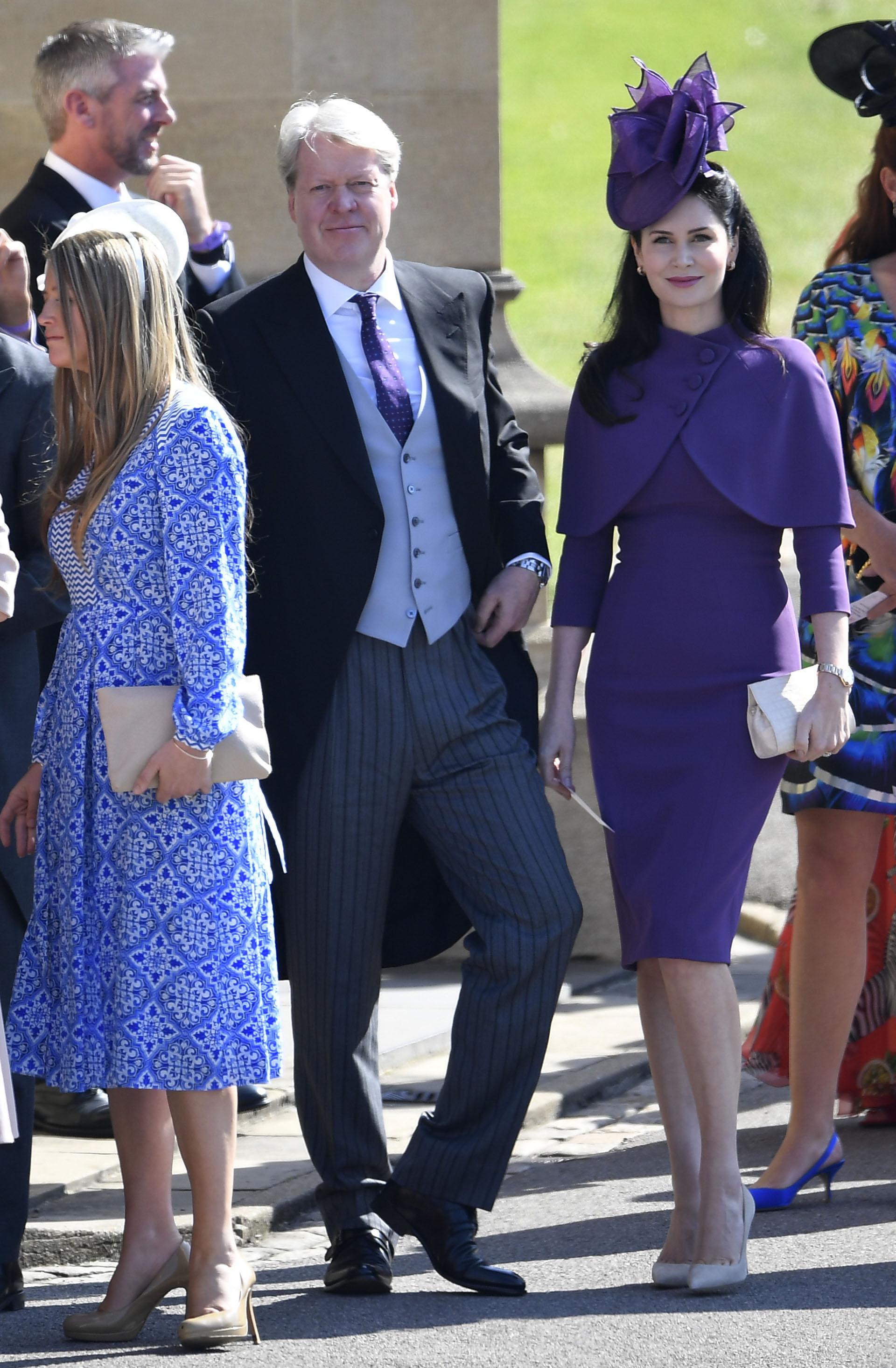 El conde Spencer, hermano de la difunta Diana de Gales, llega a Windsor acompañado de su tercera esposa, Karen Spencer (AP)