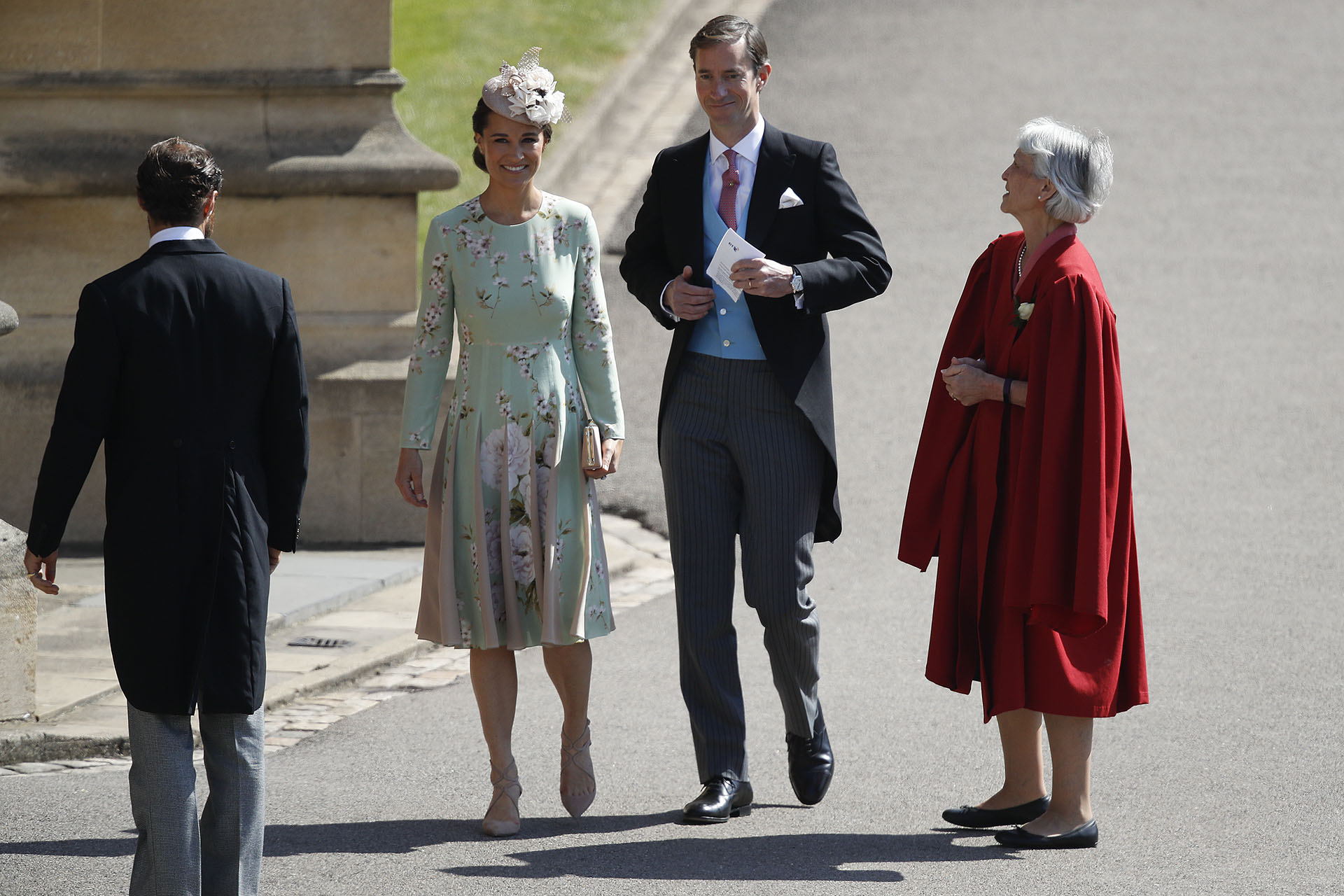 Pippa Middleton -embarazada- con un diseño floralde The Fold y James Matthews