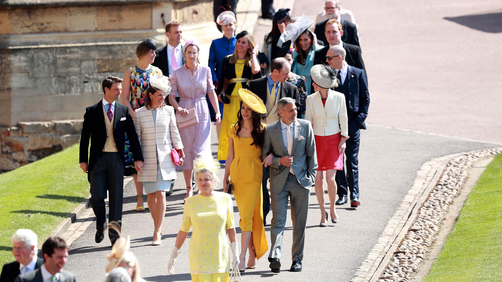 Los royals y las celebridades fueron llegando desde temprano a la Capilla. Entre ellos, George Clooney y su esposa, Amal Alamuddin (EFE)