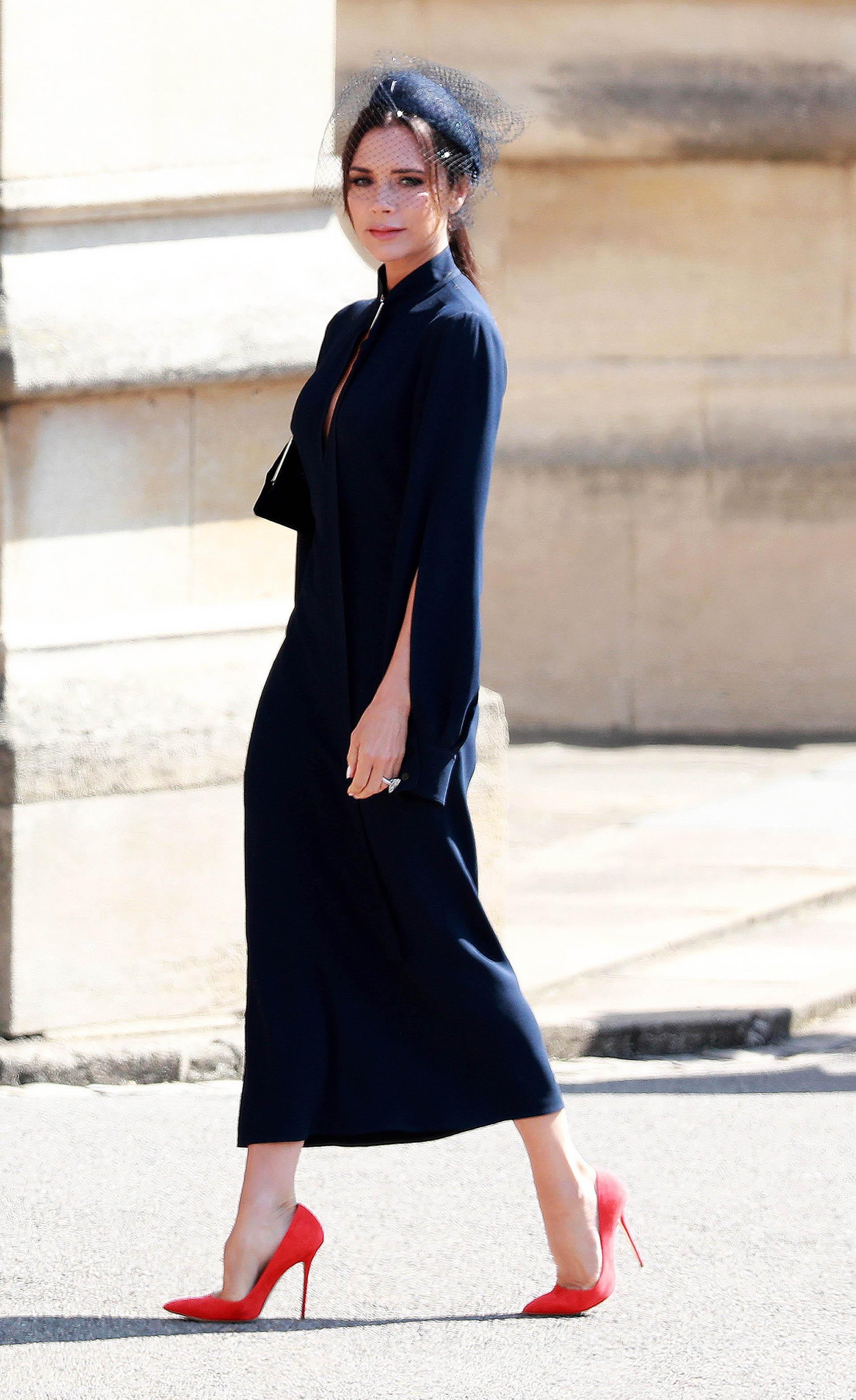 Victoria Beckham en azul ystilettoscolorados, entre las más elegantes (EFE)