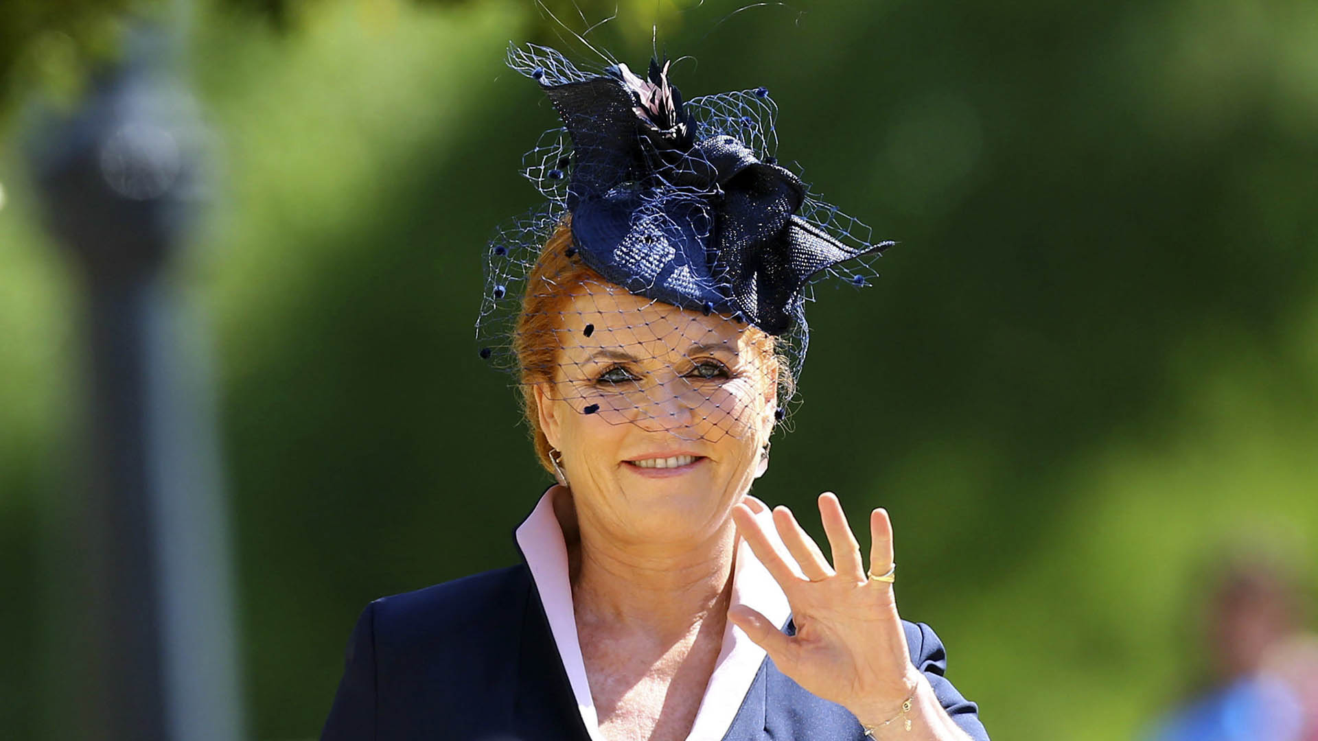 Sarah Ferguson en azul y blanco: un clásico que no falla en las bodas reales (AP)