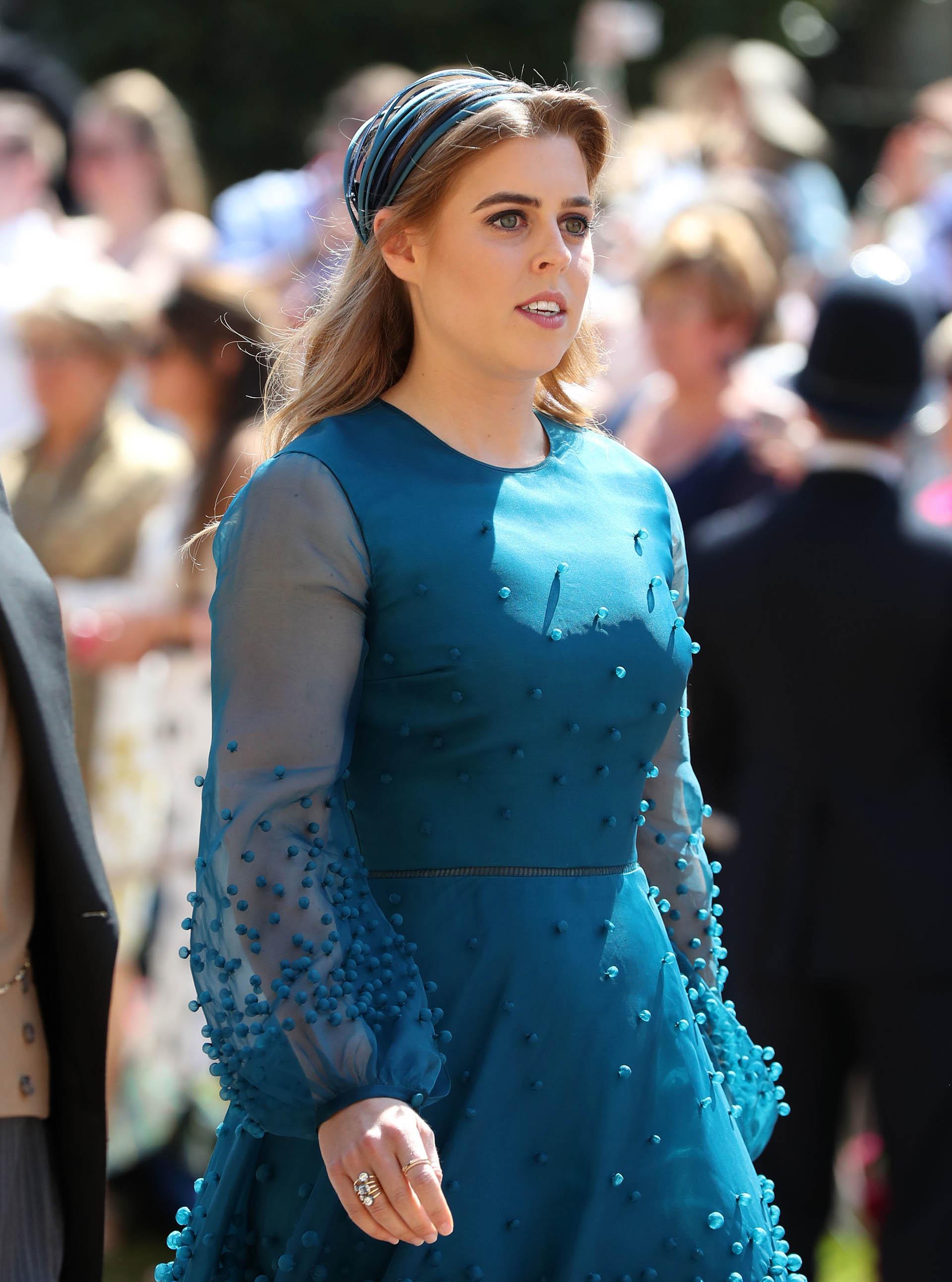 Beatriz de York, eligió un vestido clásico y conservador para la boda de su primo (AFP)