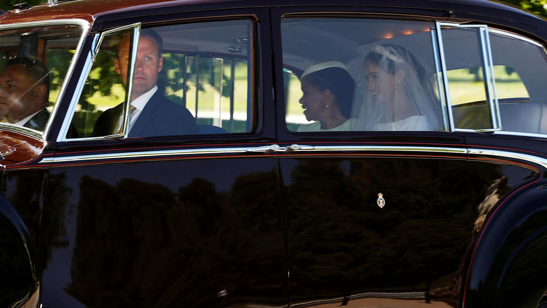Doria Raglan lloró de felicidad mientras iba junto a su hija hacia la iglesia (Reuters)