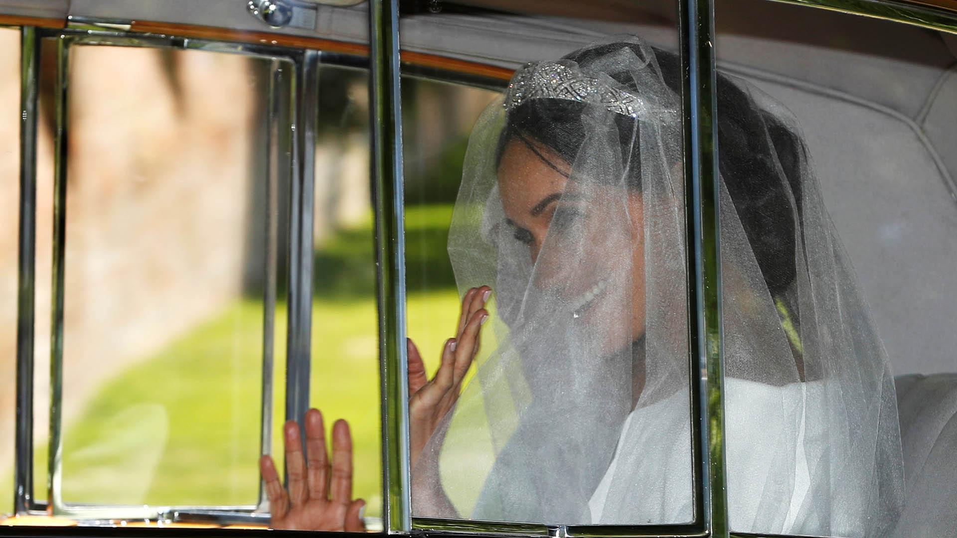 Meghan Markle vistió de blanco, aunque los expertos en protocolo habían discutido sobre la conveniencia de que usara ese color, ya que para ella era su segundo matrimonio (Reuters)