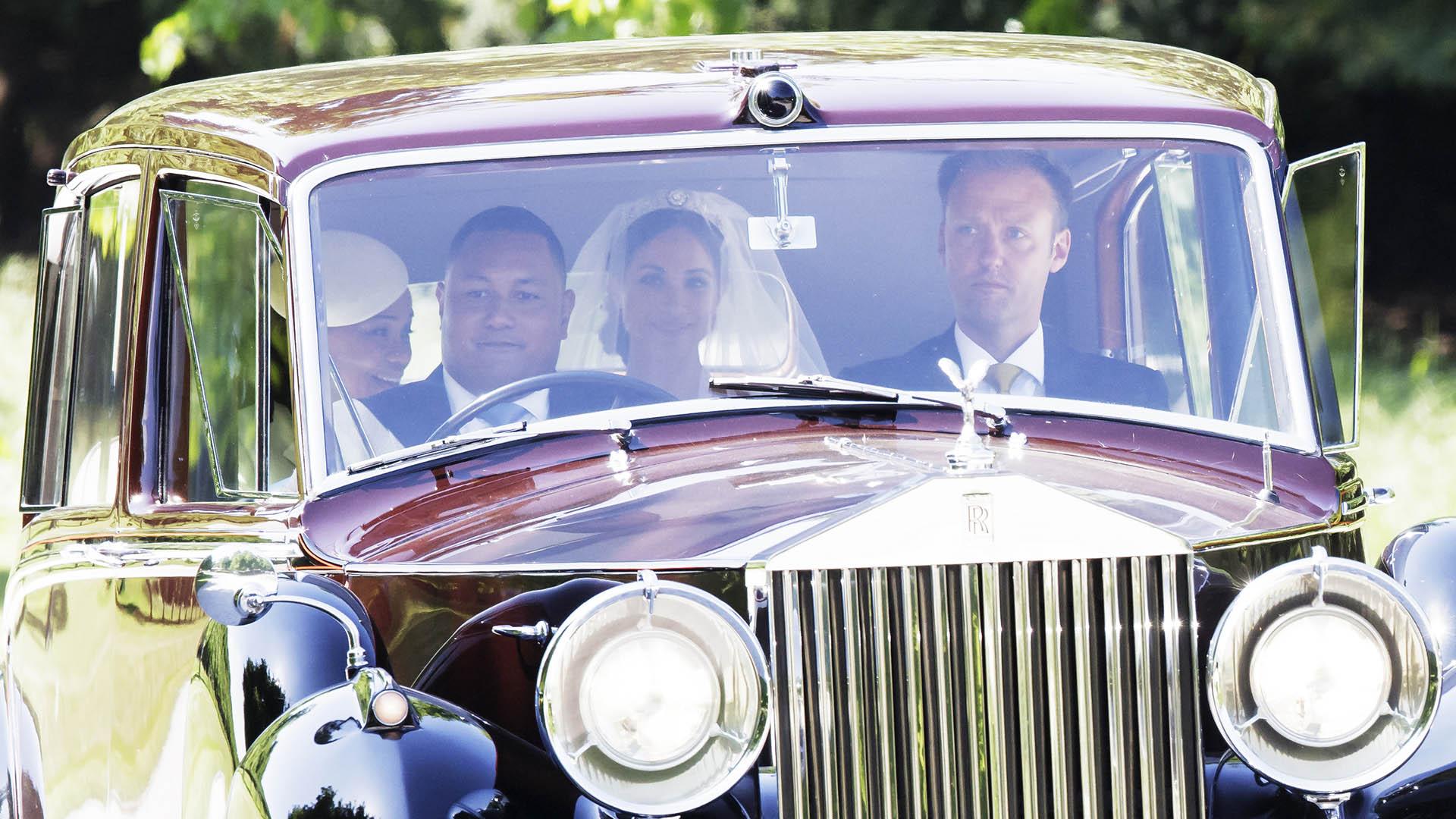 El padre de la actriz, Thomas Markle no estuvo en la boda por razones de salud. Pero muchos afirman que la familia real había visto como inadmisible que se hubiera prestado a escenificar fotos para unos paparazzi y luego venderlas (AP)