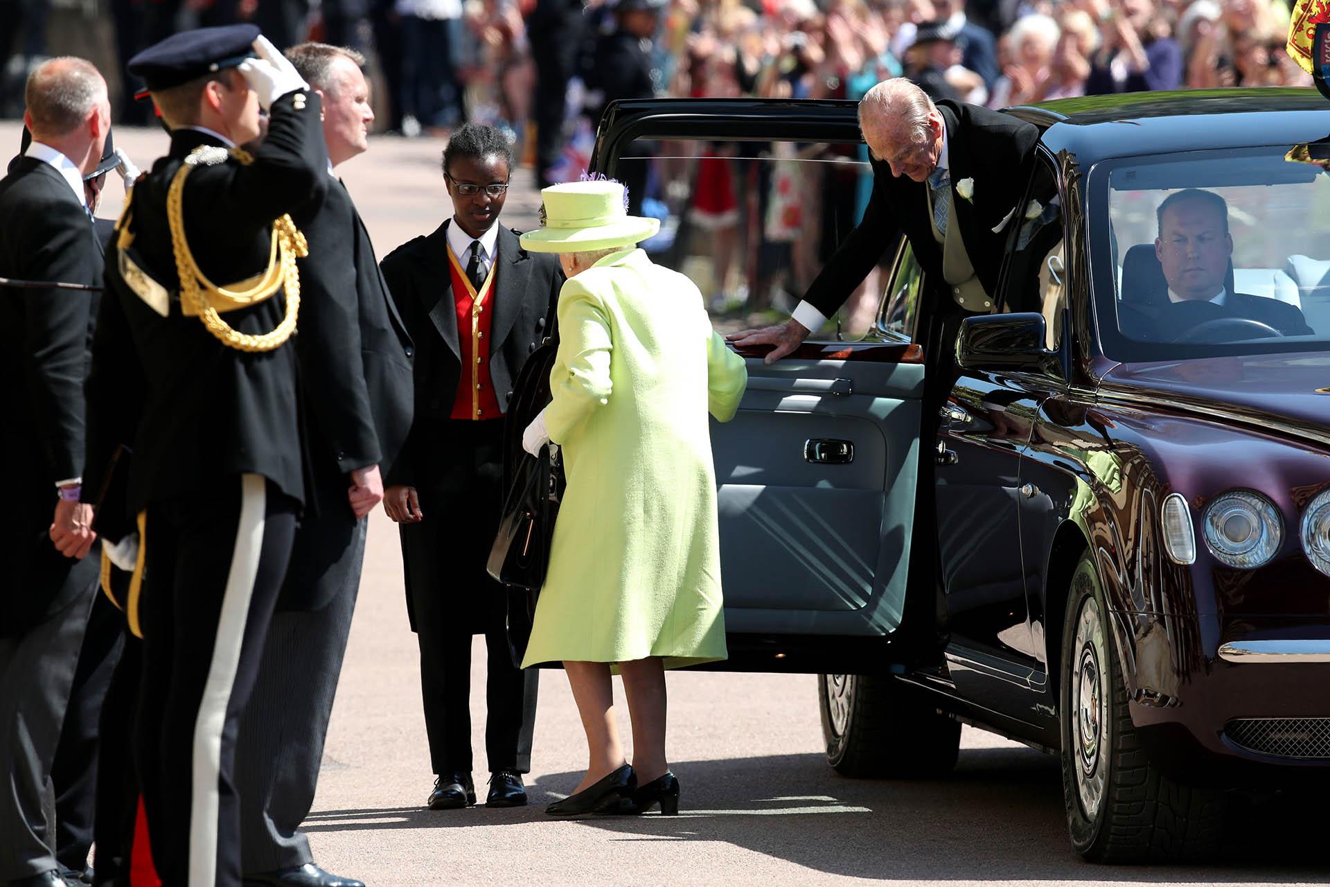 La llegada de la Reina Isabel II a la capilla de St George en Windsor (AFP)
