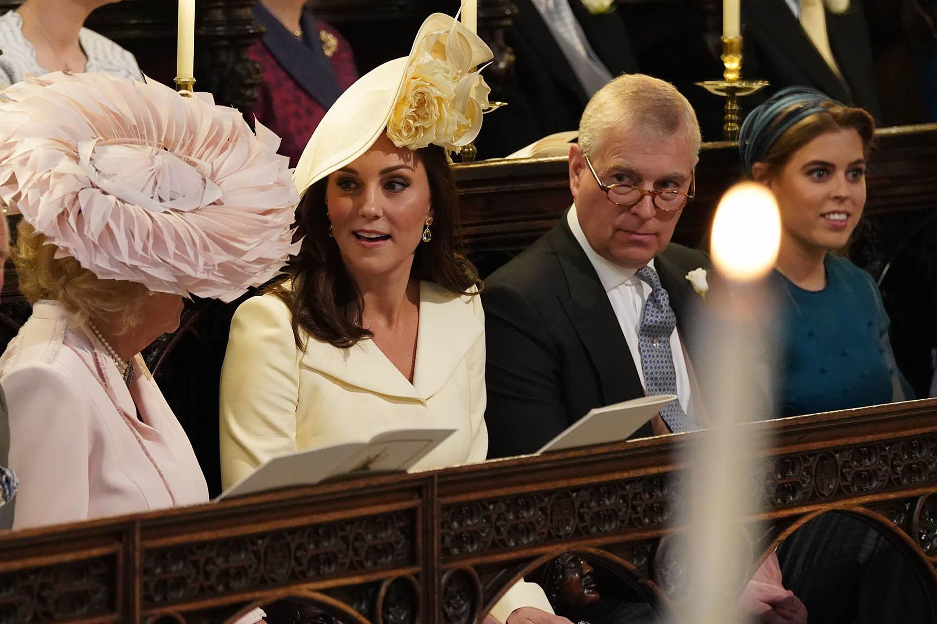 Espléndida, Kate Middletonrepitió vestido: usó el mismo coat-dress de Alexander McQueen que había llevado para el bautismo de su hija Charlotte (AFP)
