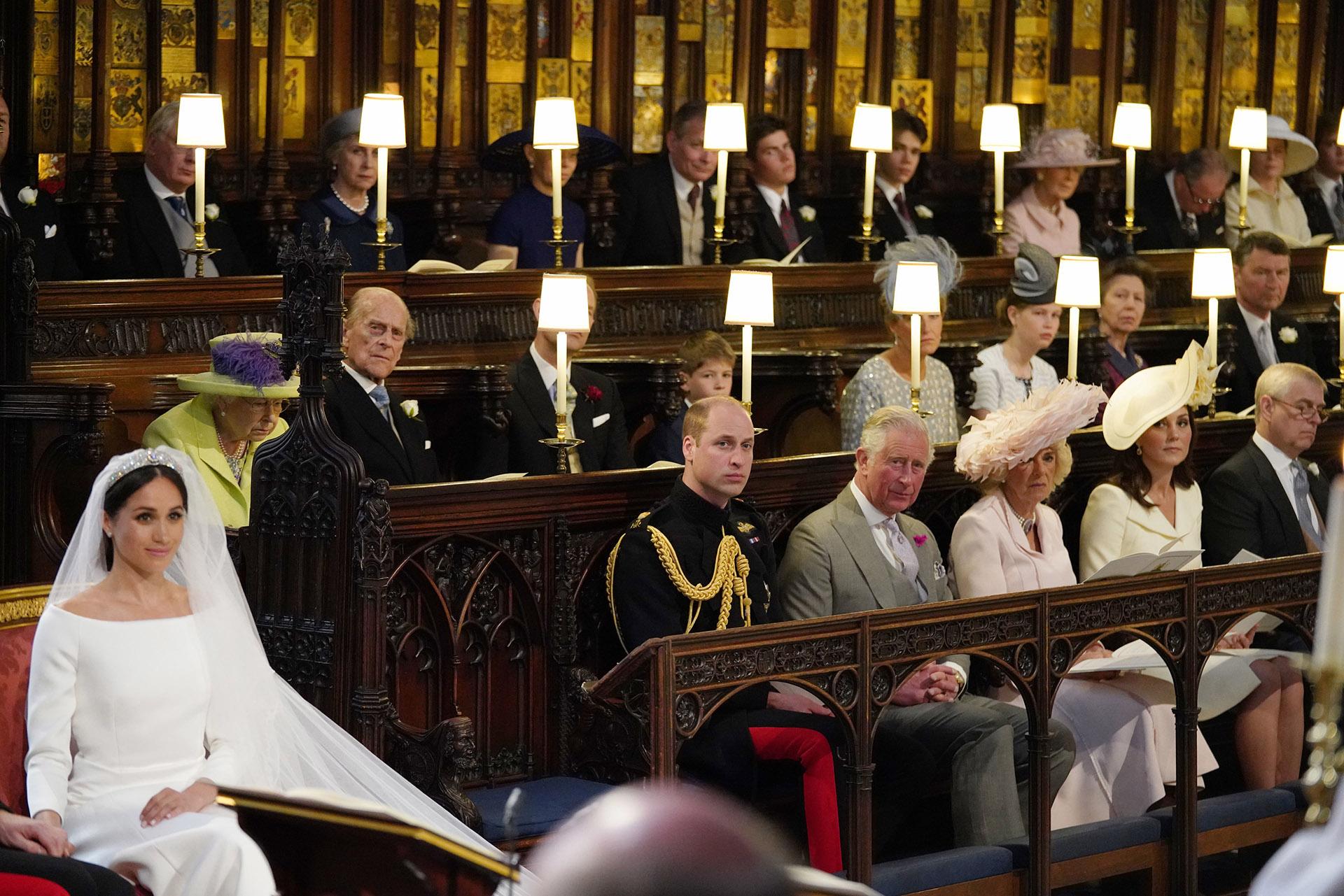 En la nave principal de la capilla, la familia real siguió con emoción la ceremonia: William, el príncipe Carlos,Camila de Cornualles y Kate Middleton. Detrás, la Reina Isabel IIy Felipe Duque de Edimburgo (AFP)