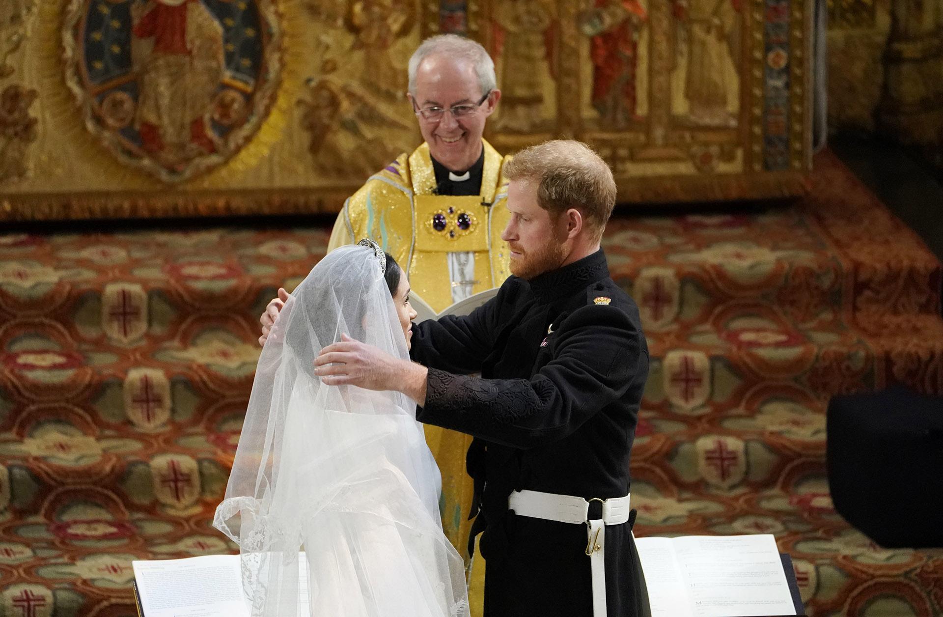 """""""Estás espectacular"""", le dijo Harry cuando descubrió el velo de su novia (AFP)"""