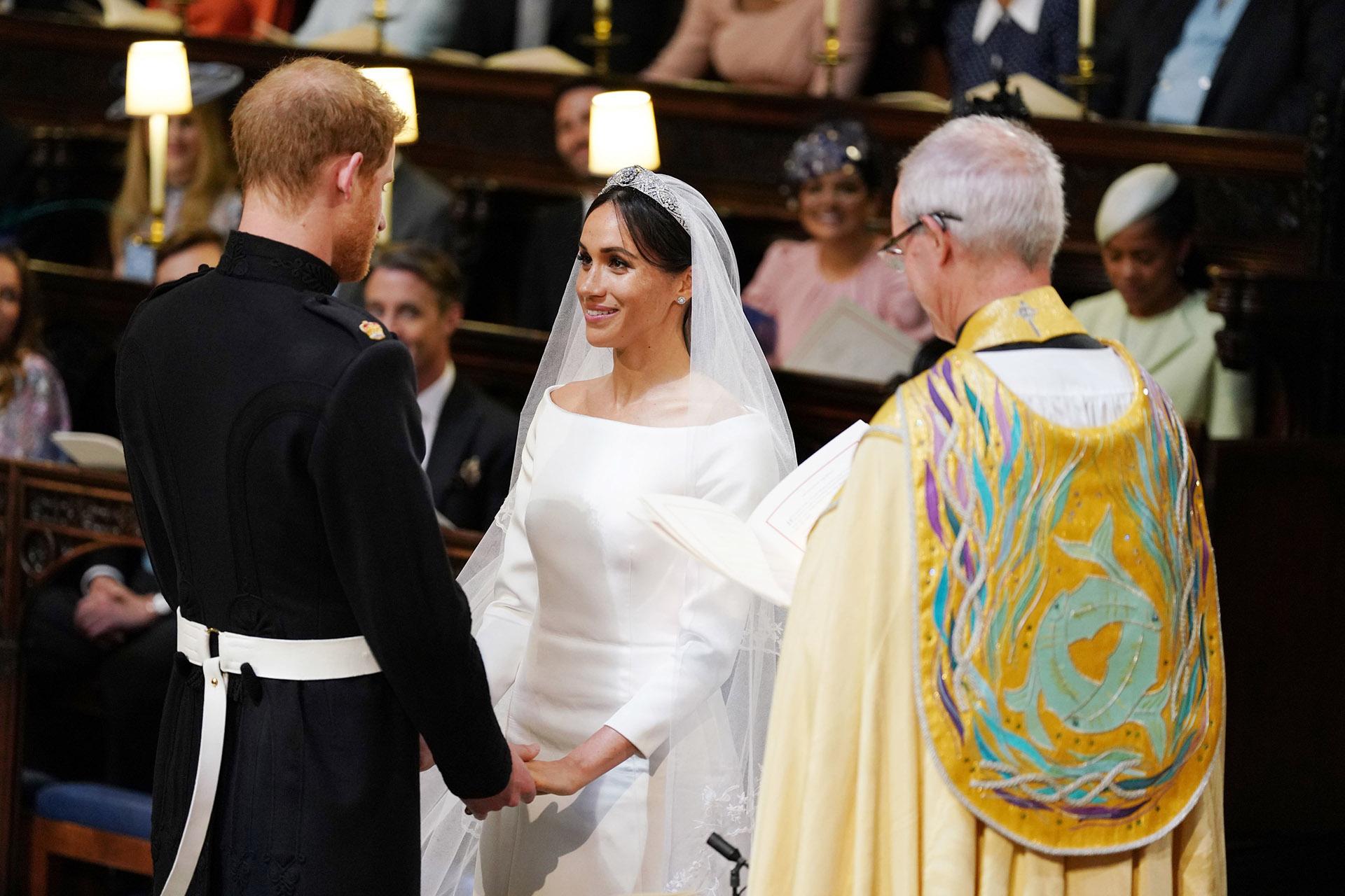 """""""Han declarado su matrimonio al unir sus manos y al dar y recibir anillos. Por lo tanto, proclamo que son marido y mujer"""", dijo el arzobispo de Canterbury (AFP)"""