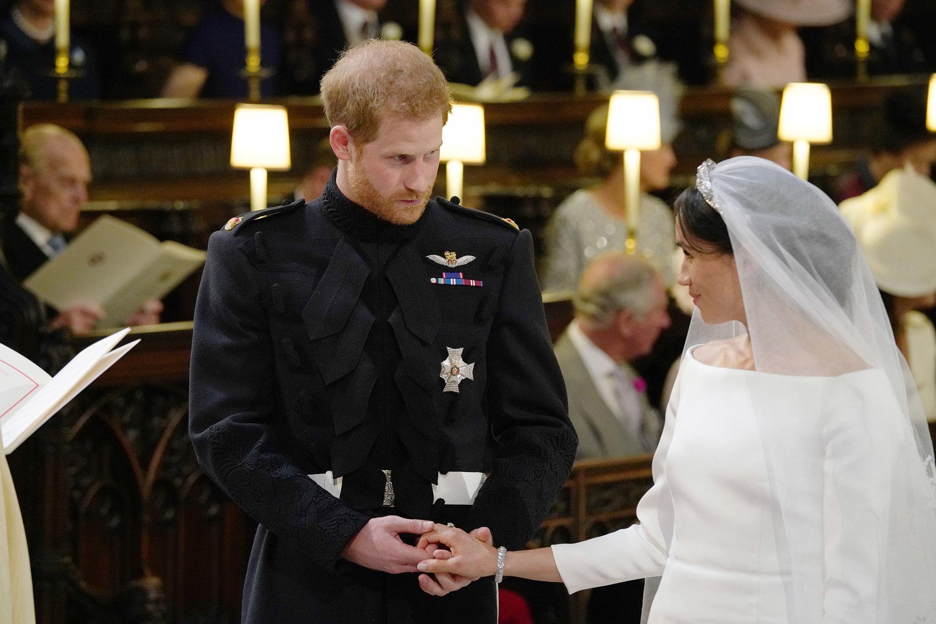 """""""En presencia de Dios, y ante esta congregación, Harry y Meghan han dado su consentimiento y hecho sus votos matrimoniales el uno con el otro"""", declaró el arzobispo de Canterbury, Justin Welby (AFP / Jonathan Brady)"""