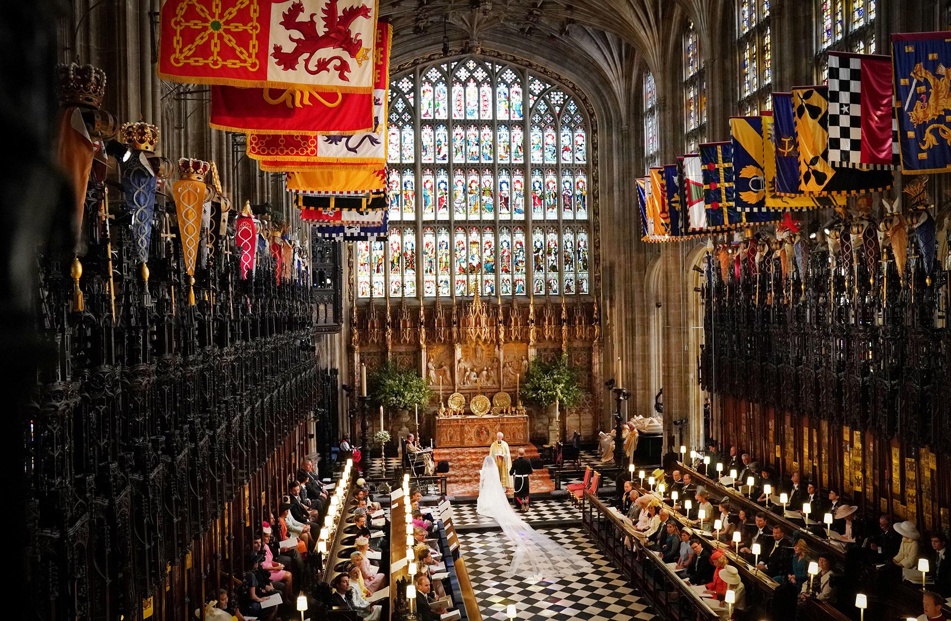 Imponente la Capilla de St George durante la ceremonia que comenzó a las 12 del mediodía hora de Londres (AFP)