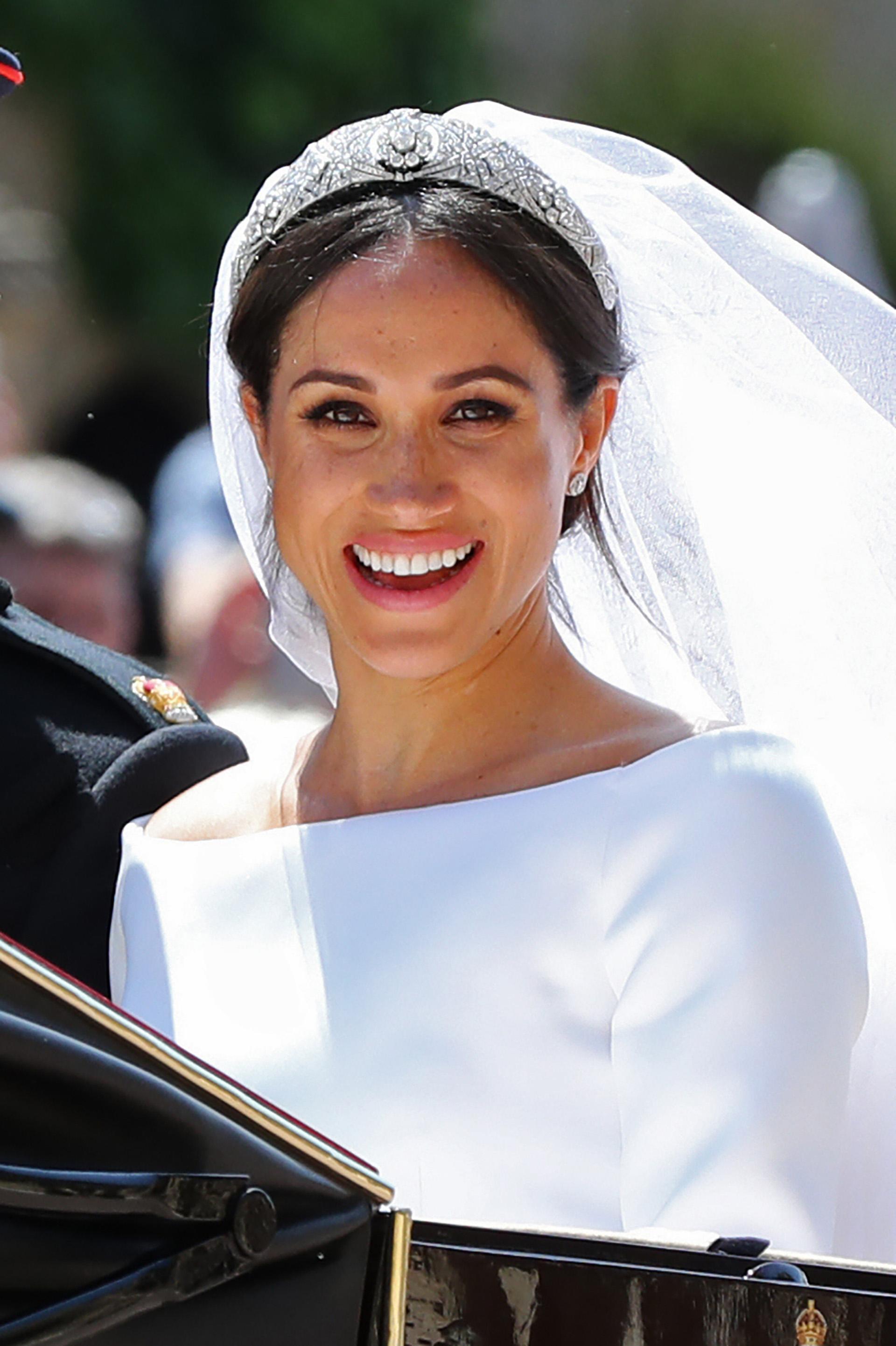 Meghan lució la tiara que perteneció a la Reina María, labrada en diamantes y platino. La pieza se remonta a 1938 y es parte de las joyas de la familia real (AFP)