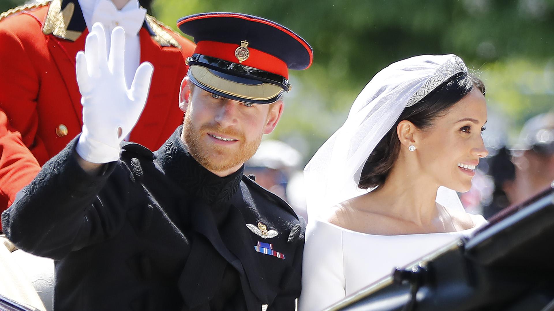 Finalizada la ceremonia, los duques recorrieron las calles de Windsor, en un carruaje Ascot Laundau tirado por cuatro caballos blancos (AFP)