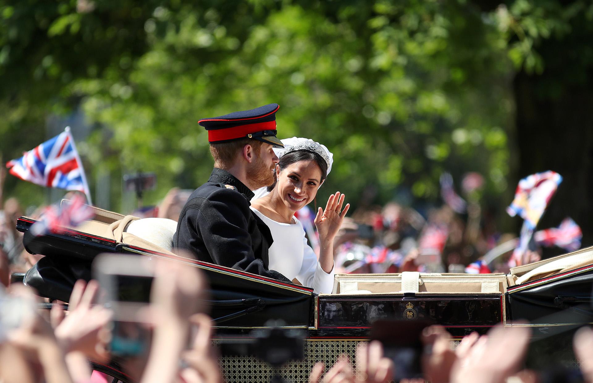 Meghan, que había confesado que le gustan los vestidos sencillos, contó con la ayuda de varios asesores de Kensington Palace , entre ellas Jessica Mulroney, así como de algunas de sus amigas para elegir el modelo (AFP)