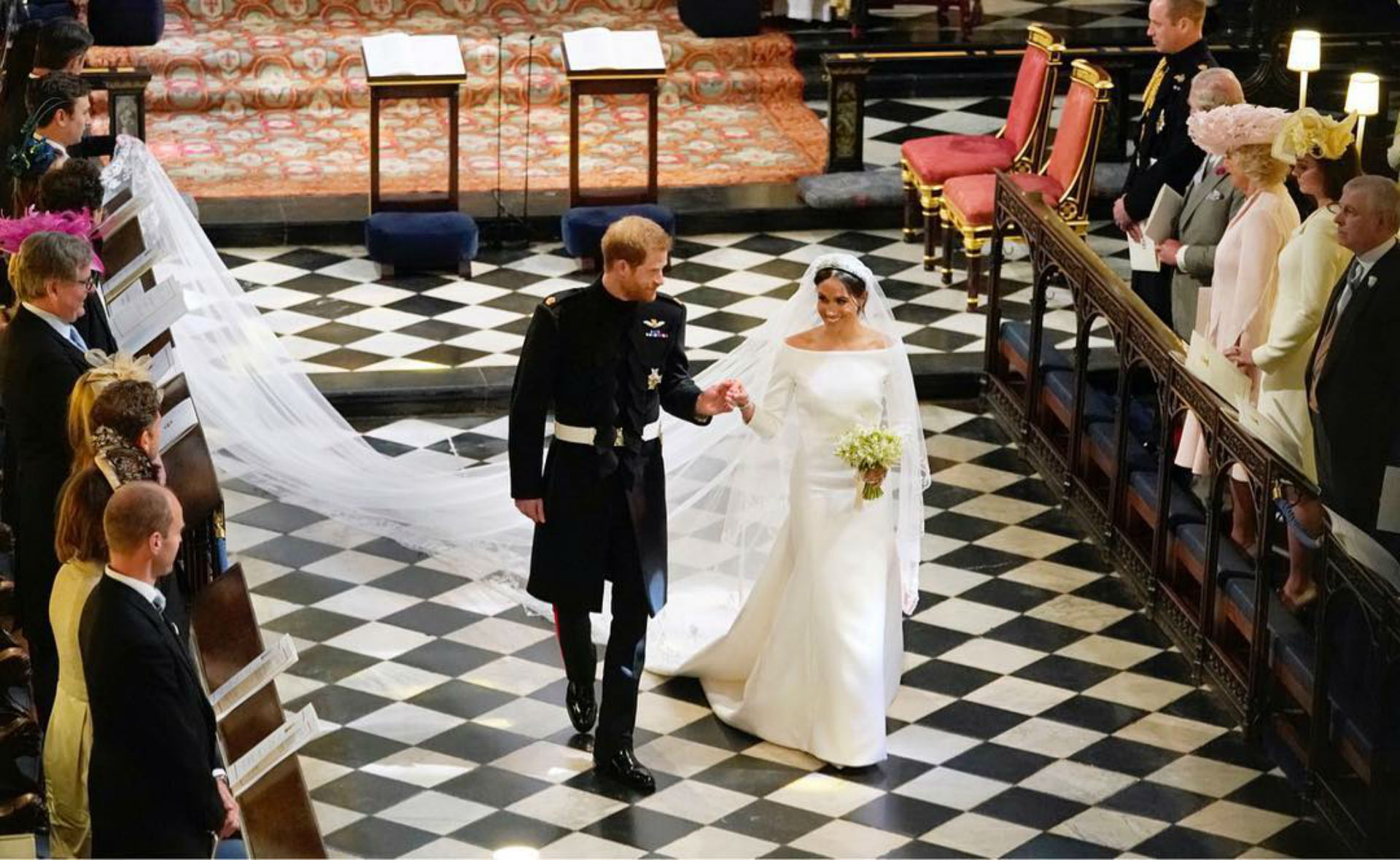 Harry está ubicado sexto en la línea de sucesión al trono británico. El nacimiento de Louis -el tercer nieto del príncipe Carlos, el sexto bisnieto de la reina Isabel II y el quinto en la línea de sucesión al trono británico- desplazó a su tío de su puesto