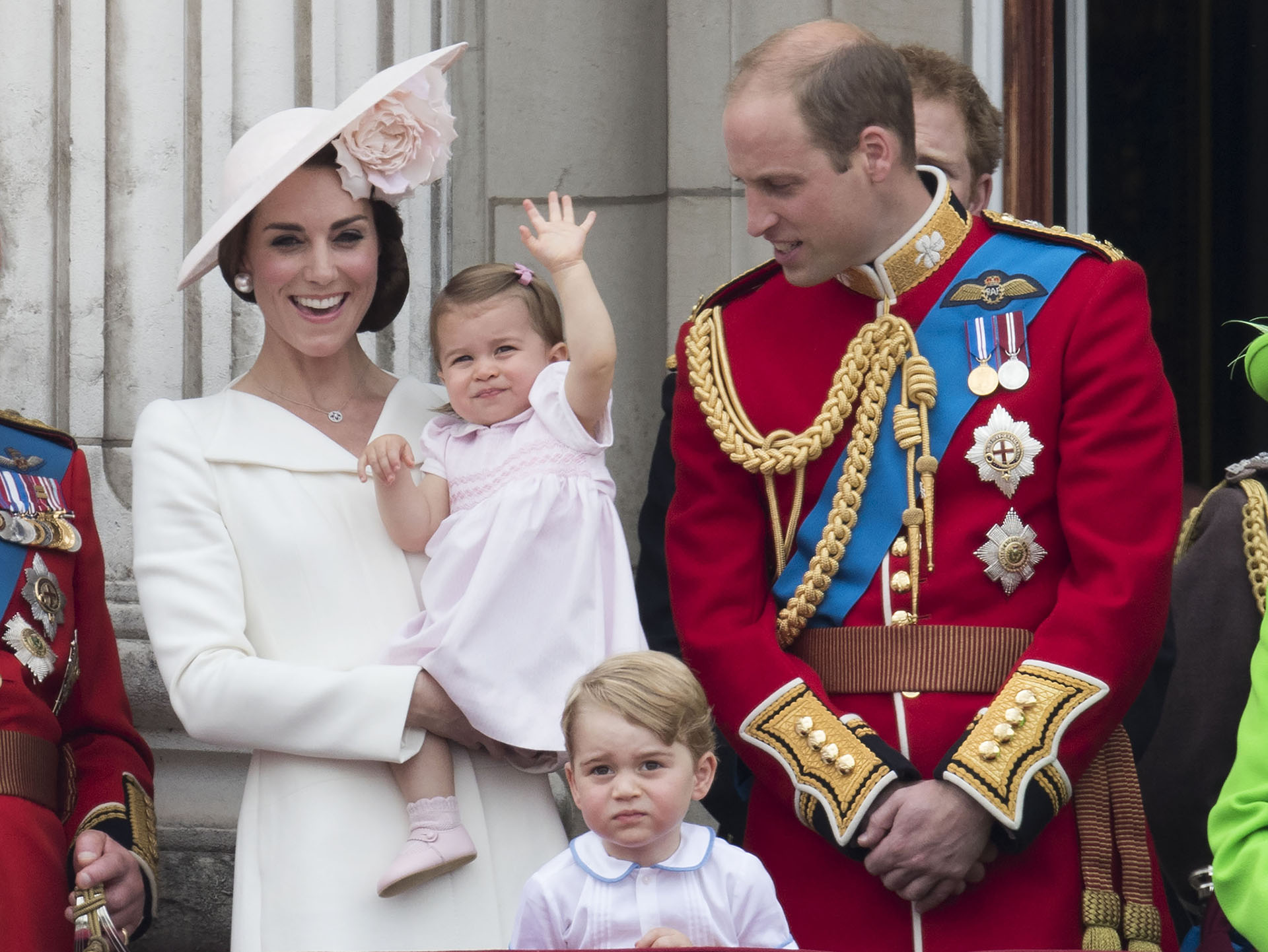 Kate Middleton es la preferida de la reina Isabel. En este imagen juntoconsu marido e hijos (Grosby)