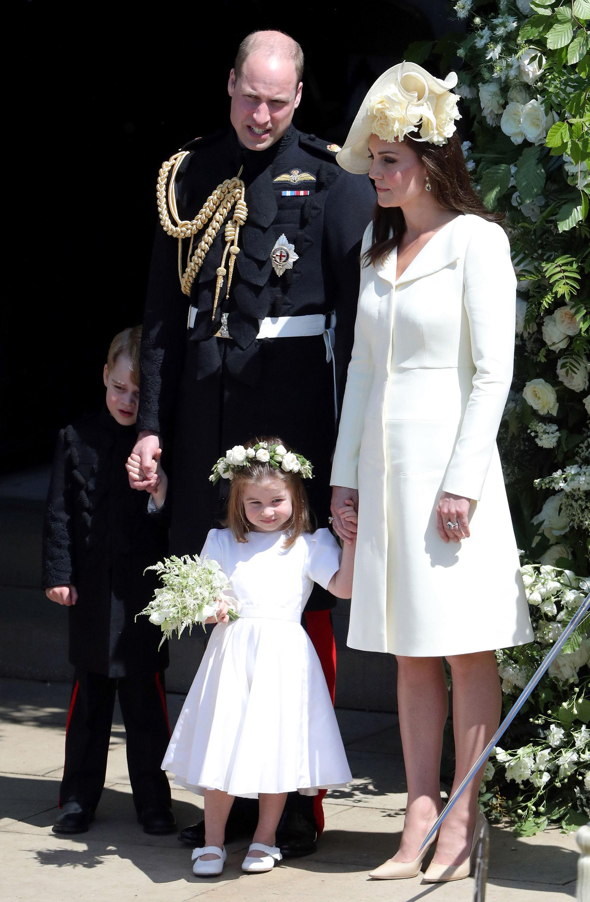 El príncipe William, Kate Middleton y sus dos hijos mayores: George y Charlotte. Louis, que aún no cumplió un mes, no estuvo en la ceremonia (AFP)