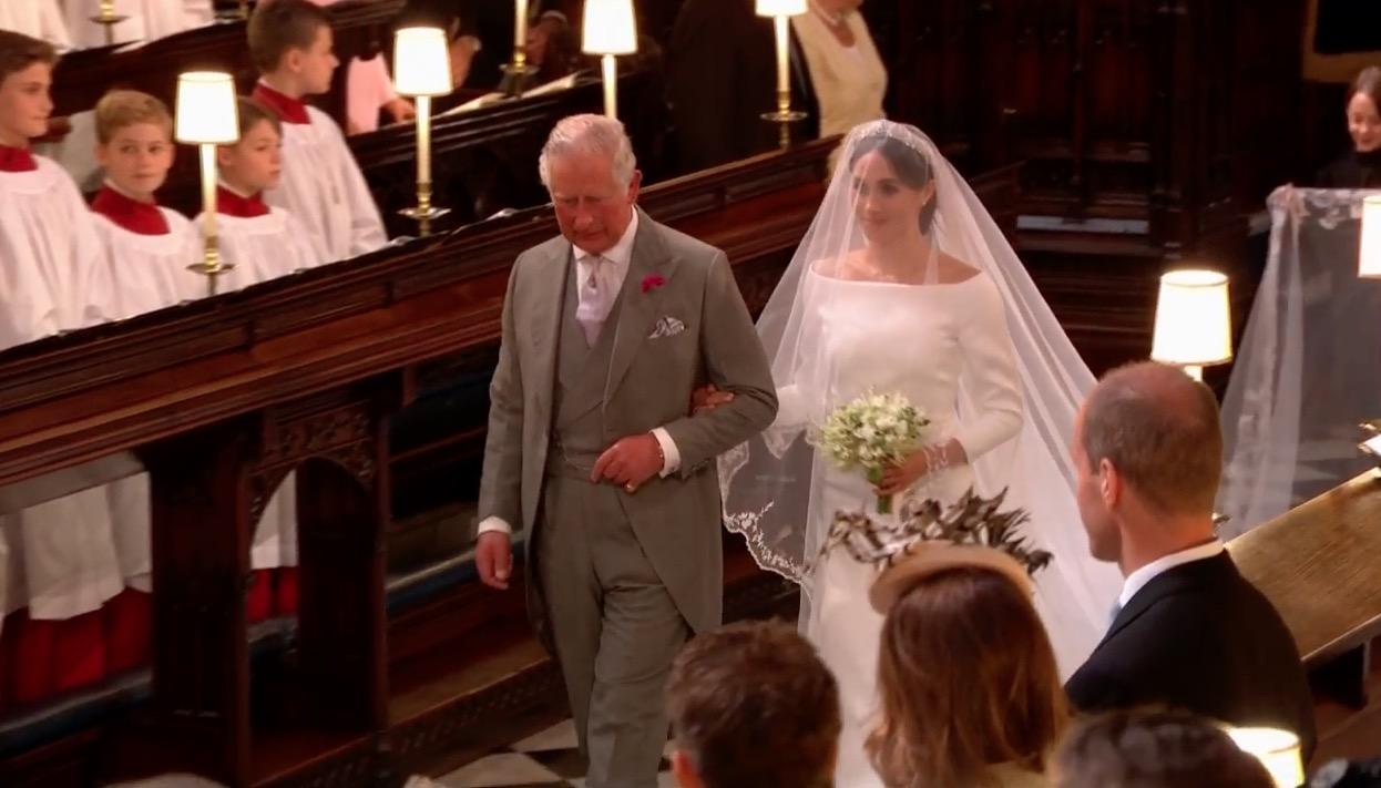 El príncipe Carlos -padre de Harry- acompañó al altar a Meghan Markle