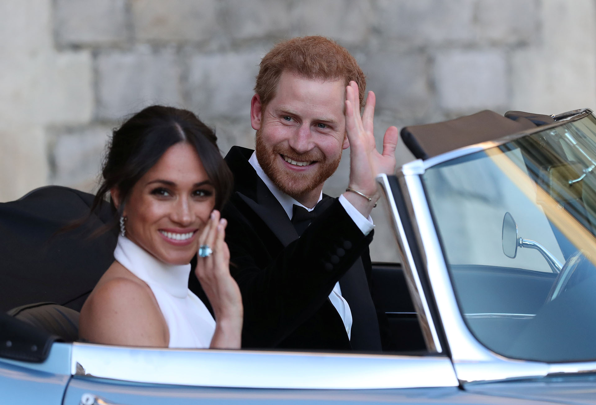 Durante la ceremonia en el Castillo Windsor, Markle eligió llevar un anillo que perteneció a la Princesa Diana (REUTERS)