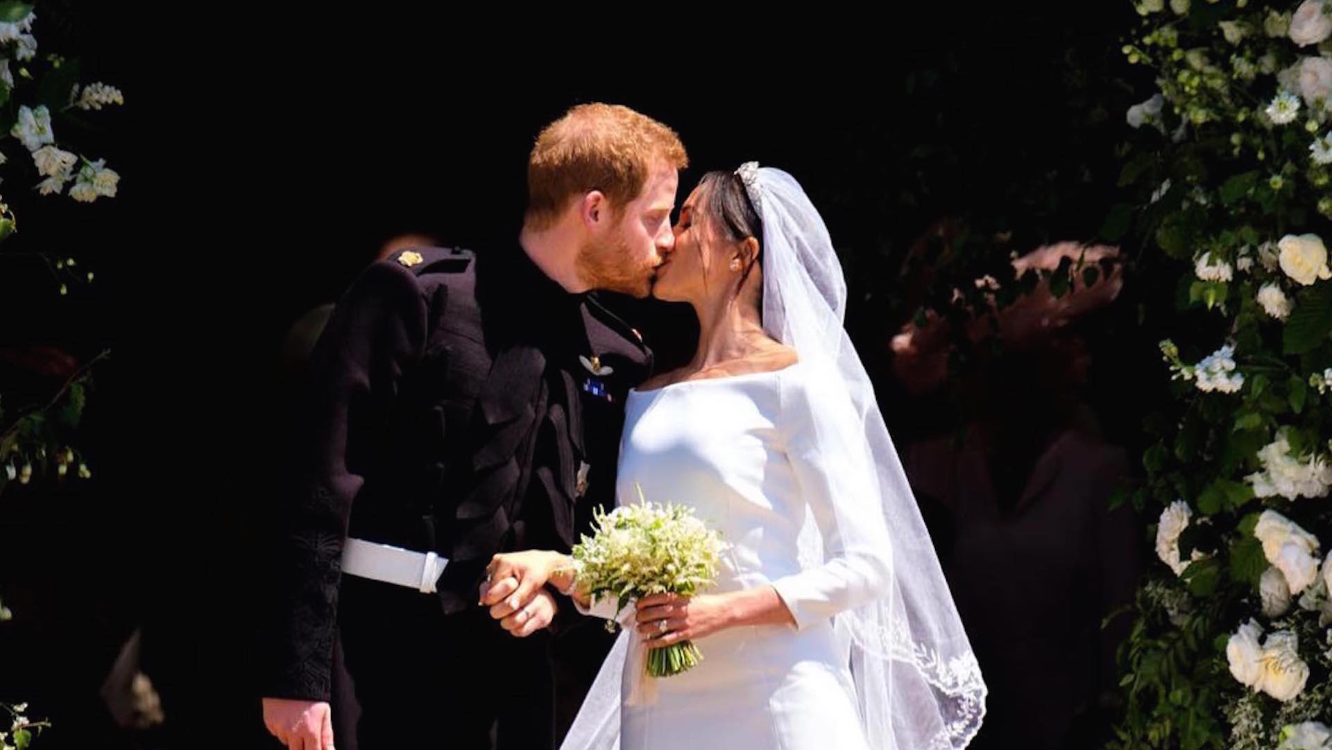 https://s3.amazonaws.com/arc-wordpress-client-uploads/infobae-wp/wp-content/uploads/2018/05/19181315/GENTE-Boda-real-primer-beso-principe-harry-y-meghan-markle2.jpg