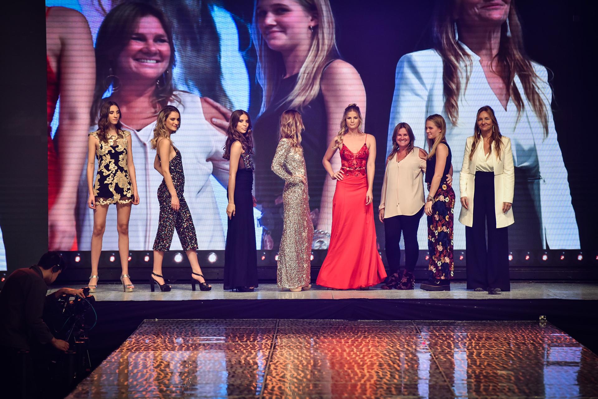La modelo Pía Slapka fue la encargada de cerrar la propuesta de Ciara, acompañada por las tres diseñadoras de la marca