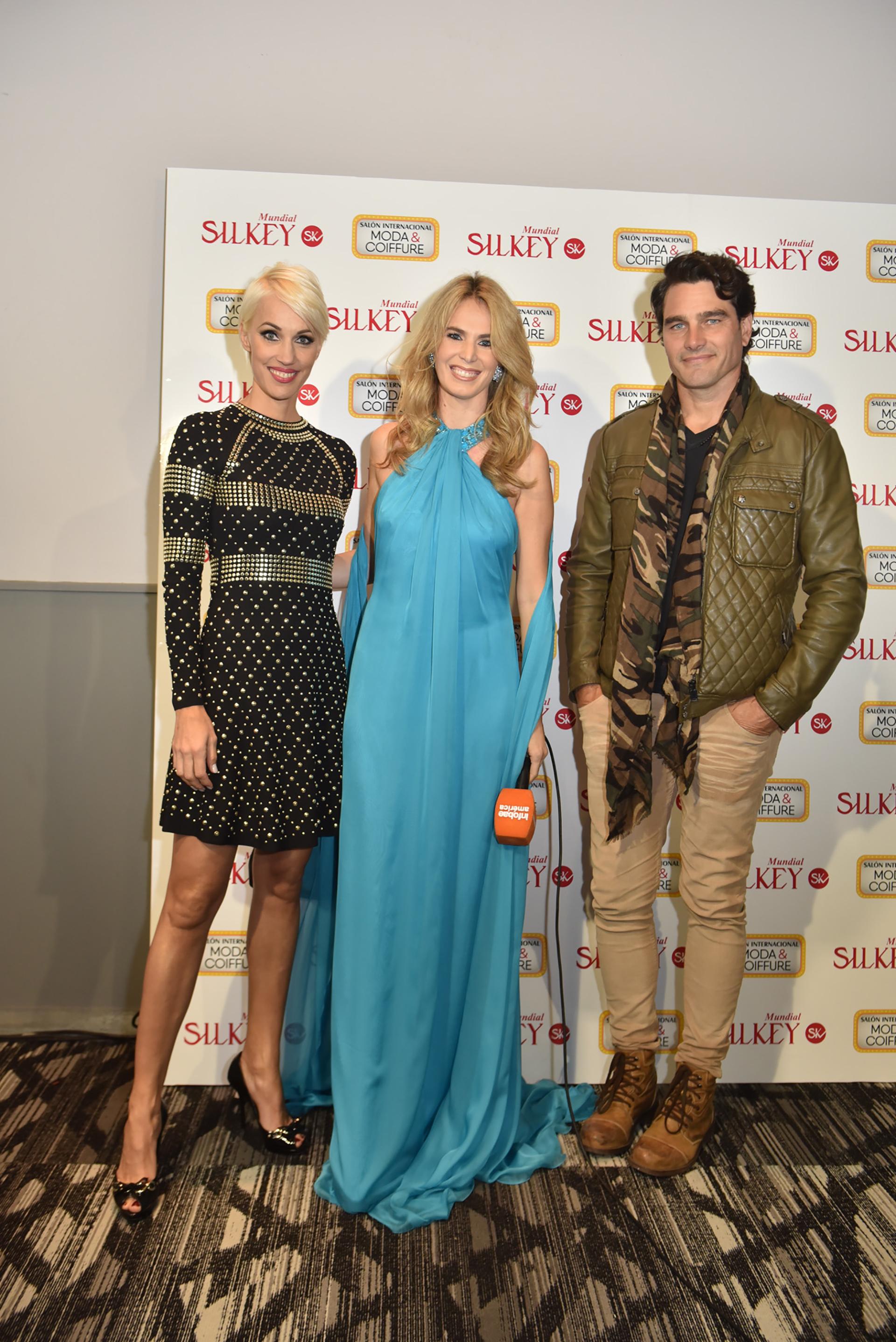 Los modelos Ingrid Grudke y Hernán Drago junto a la modelo y periodista Rocío Vivas