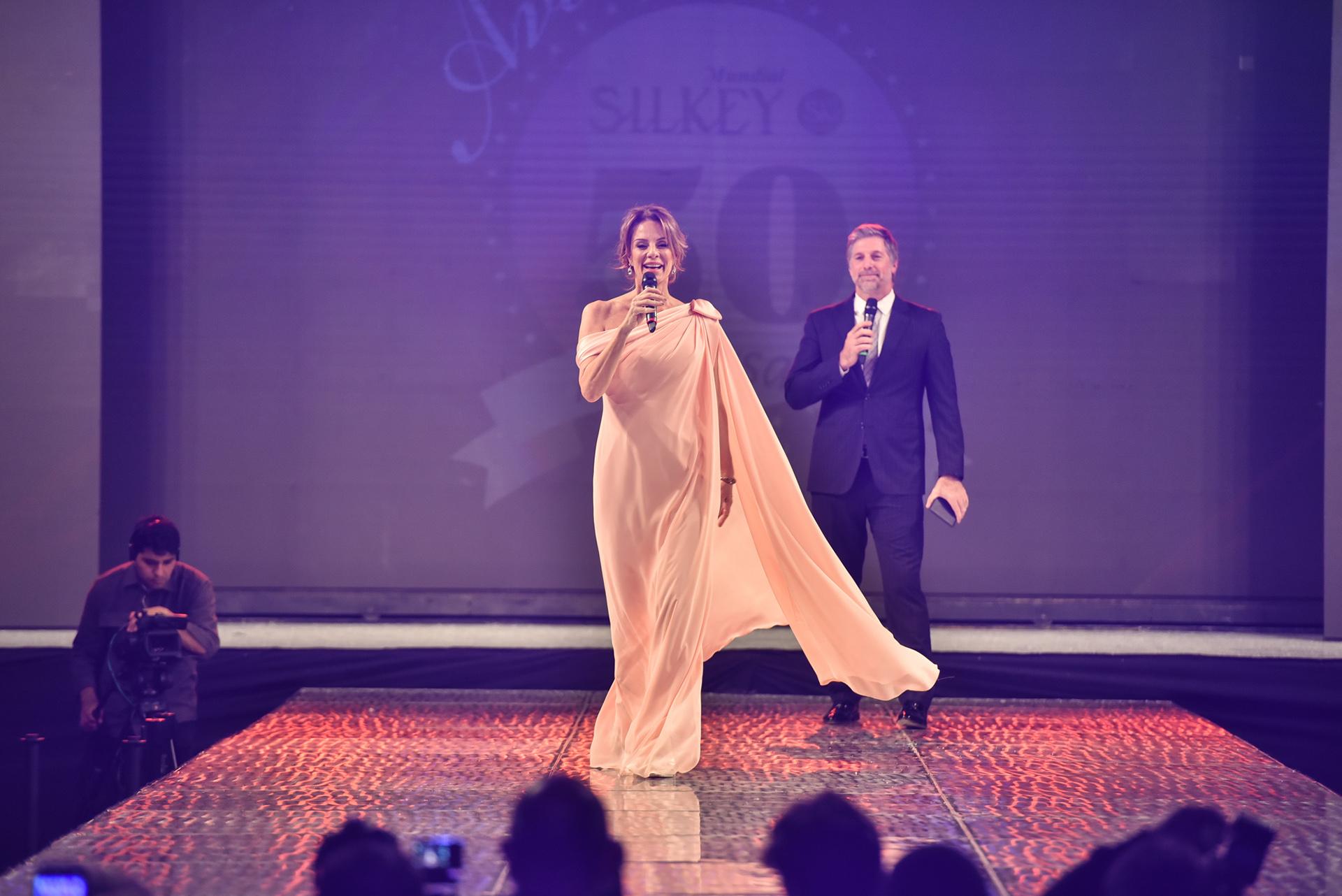 Nequi Galotti y Horacio Cabak fueron los encargados de darle voz al evento más esperado del mundo fashionista argentino