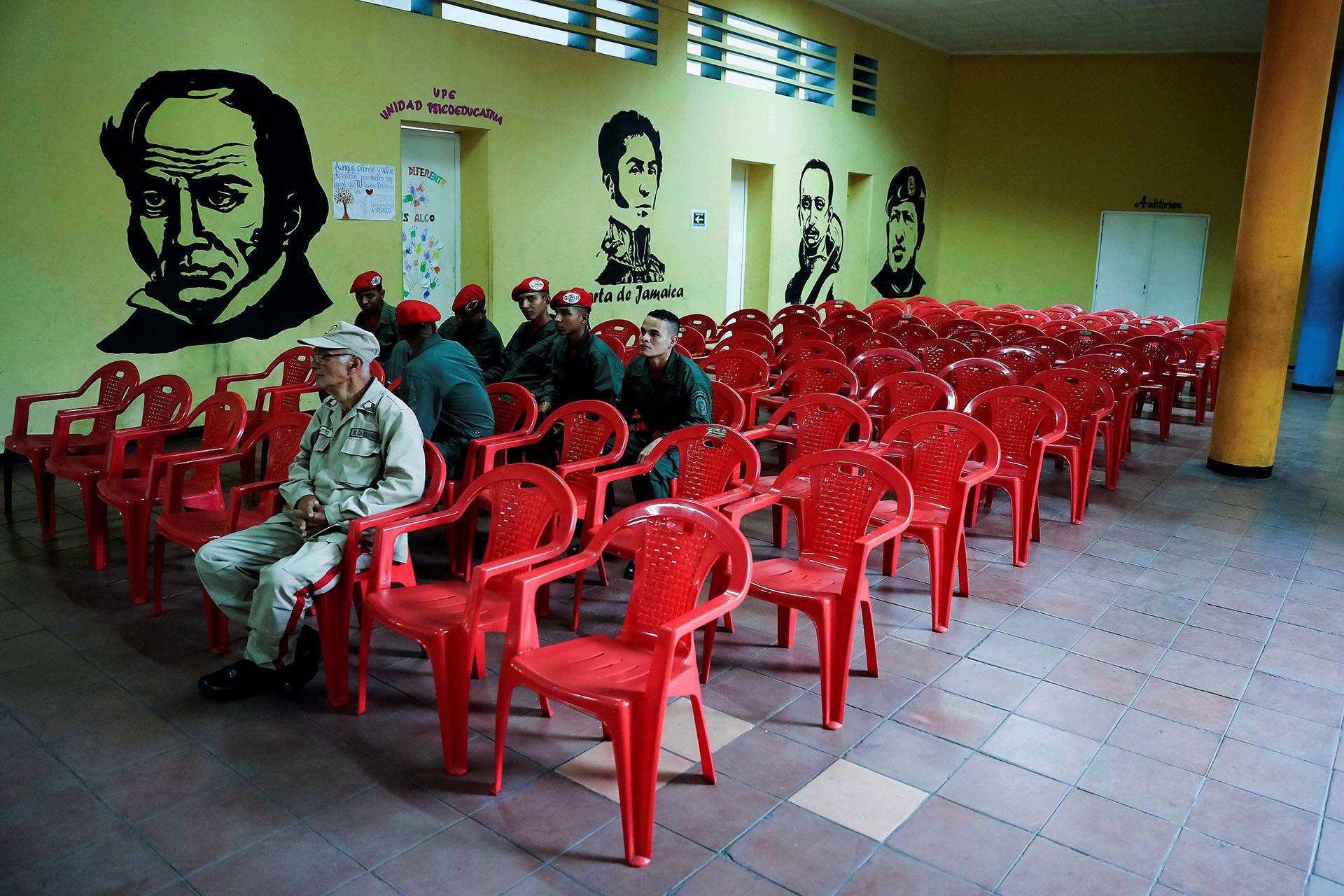 Poca afluencia de votantes marcó el comienzo de la jornada electoral en Venezuela