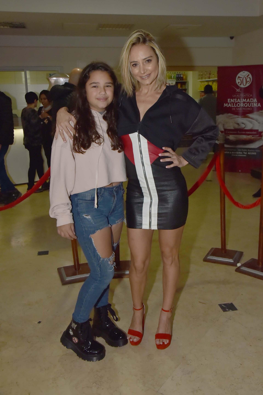 Andrea Ghidone junto a su hija
