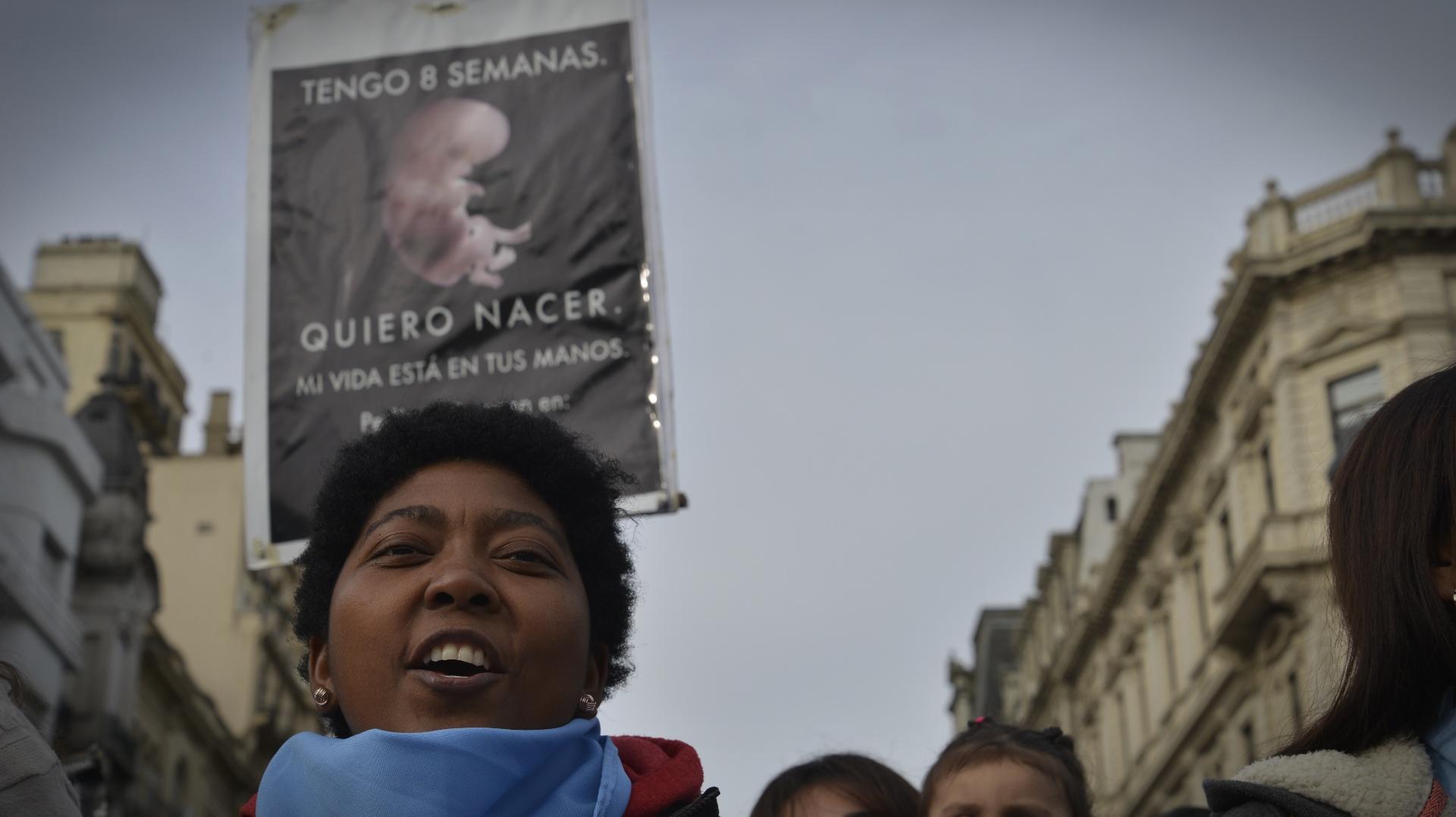 """""""Quiero nacer. Tengo 8 semanas. Mi vida está en tus manos"""", fue la leyenda de uno de los carteles que encabezó la manifestación"""
