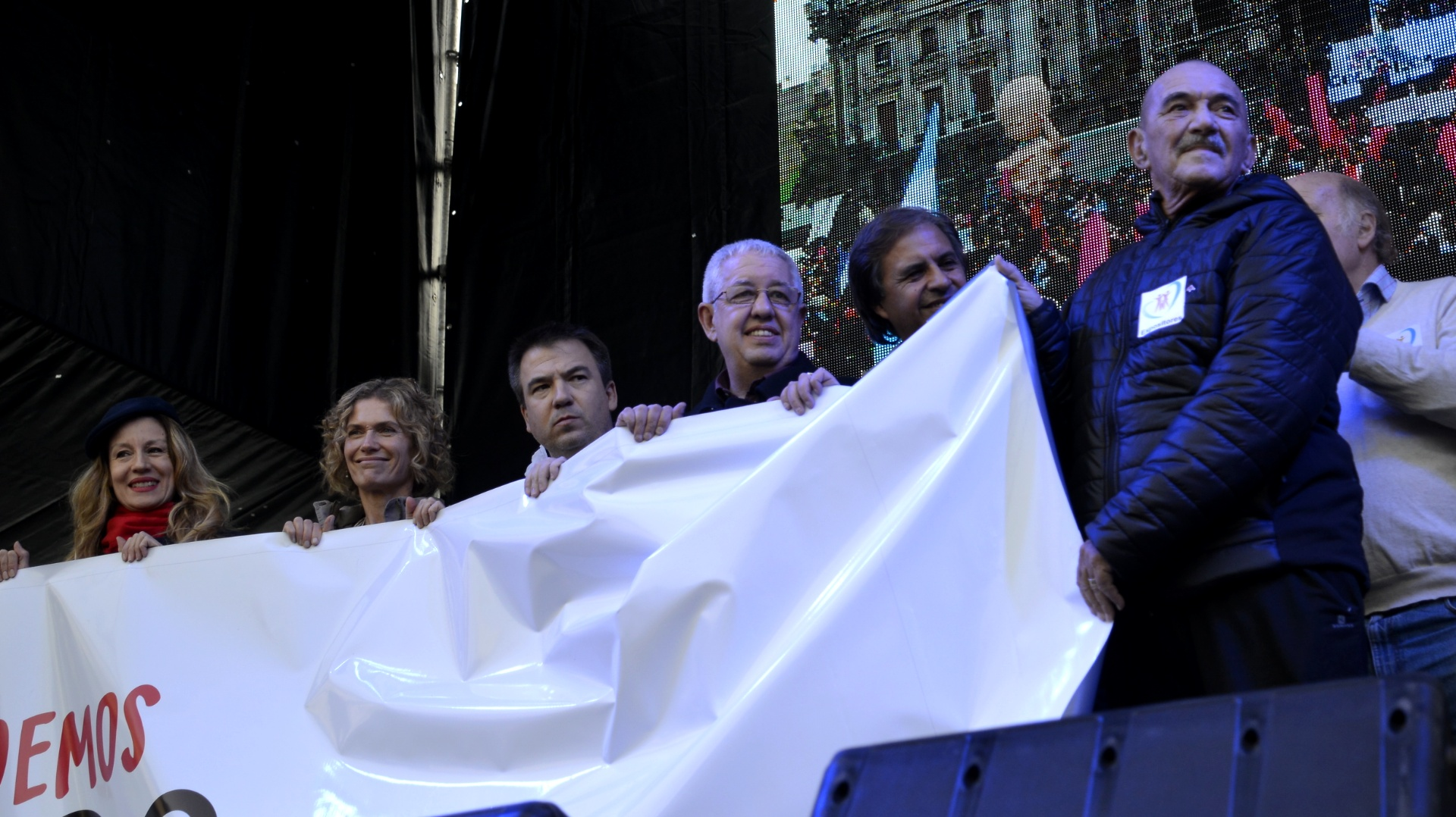 Varias figuras del espectáculo, la cultura y el periodismo se sumaron a la marcha