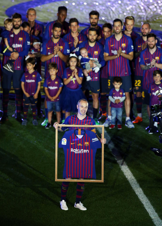 La camiseta en homenaje a Iniesta