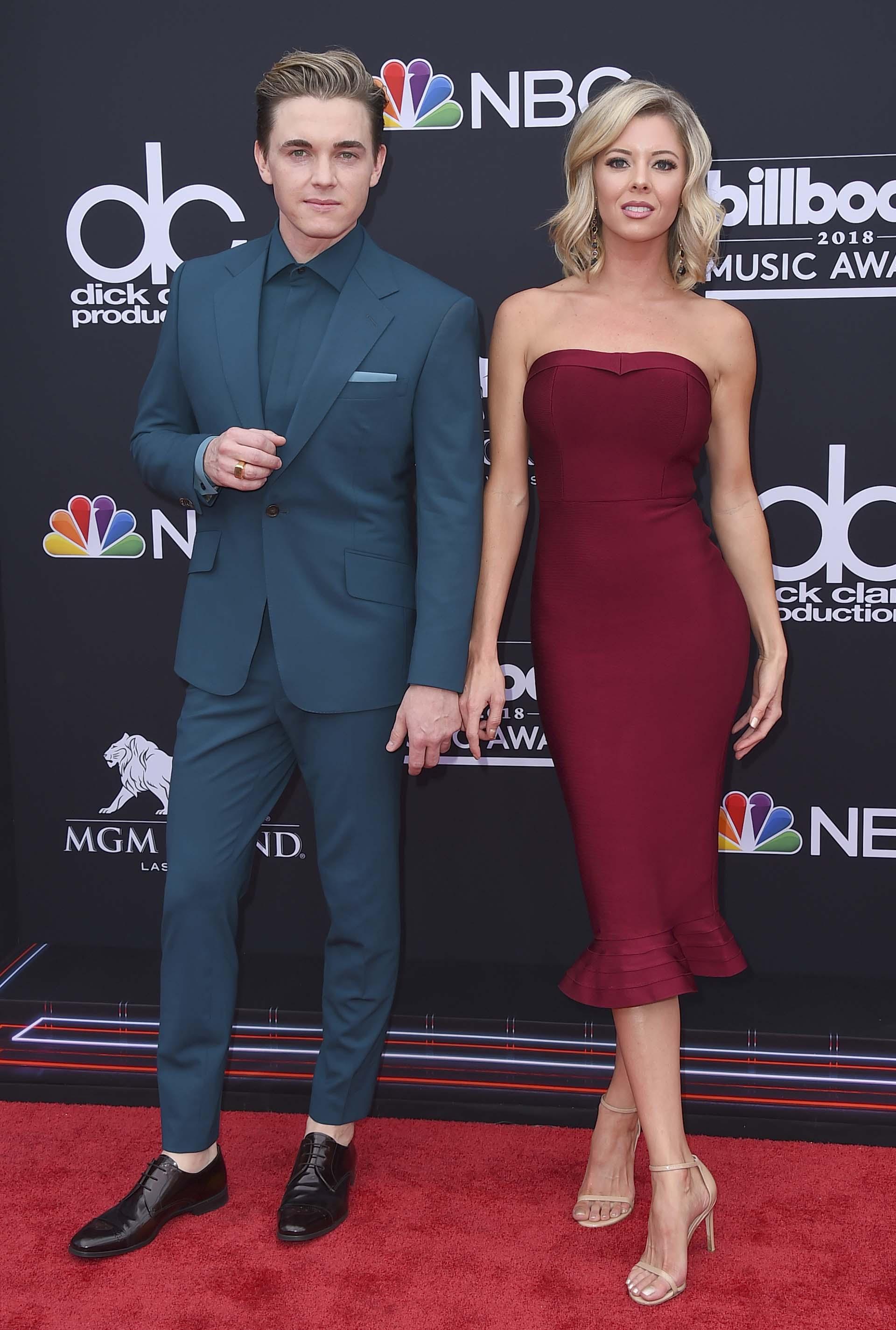 Jesse McCartney y Katie Peterson (Jordan Strauss/Invision/AP)