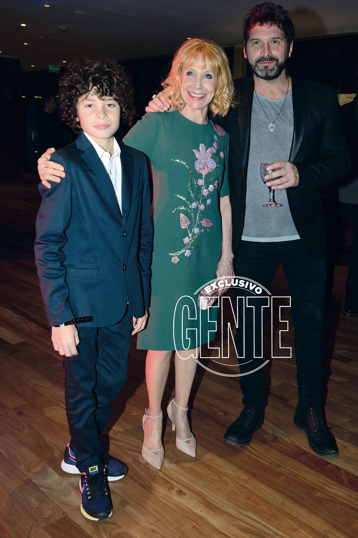 Evangelina Salazar con su nieto Benito e Iván Noble. (Foto Diego Soldini/GENTE)