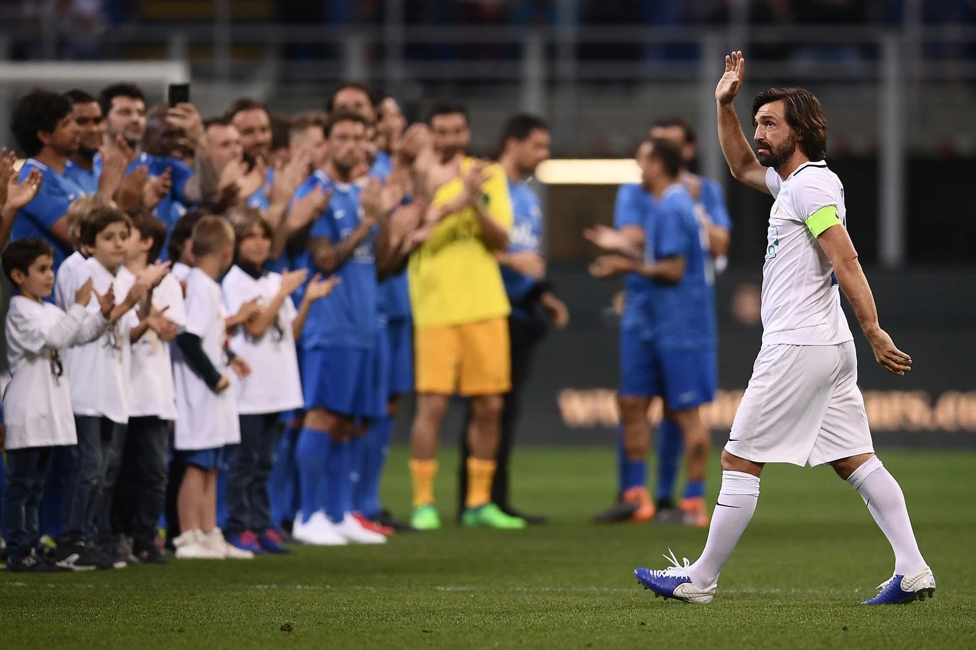 """El partido de Pirlo se llamó """"Notte del Maestro"""" (""""La Noche del Maestro"""")y y contó con la prescencia de muchos jugadores estrella (AFP)"""