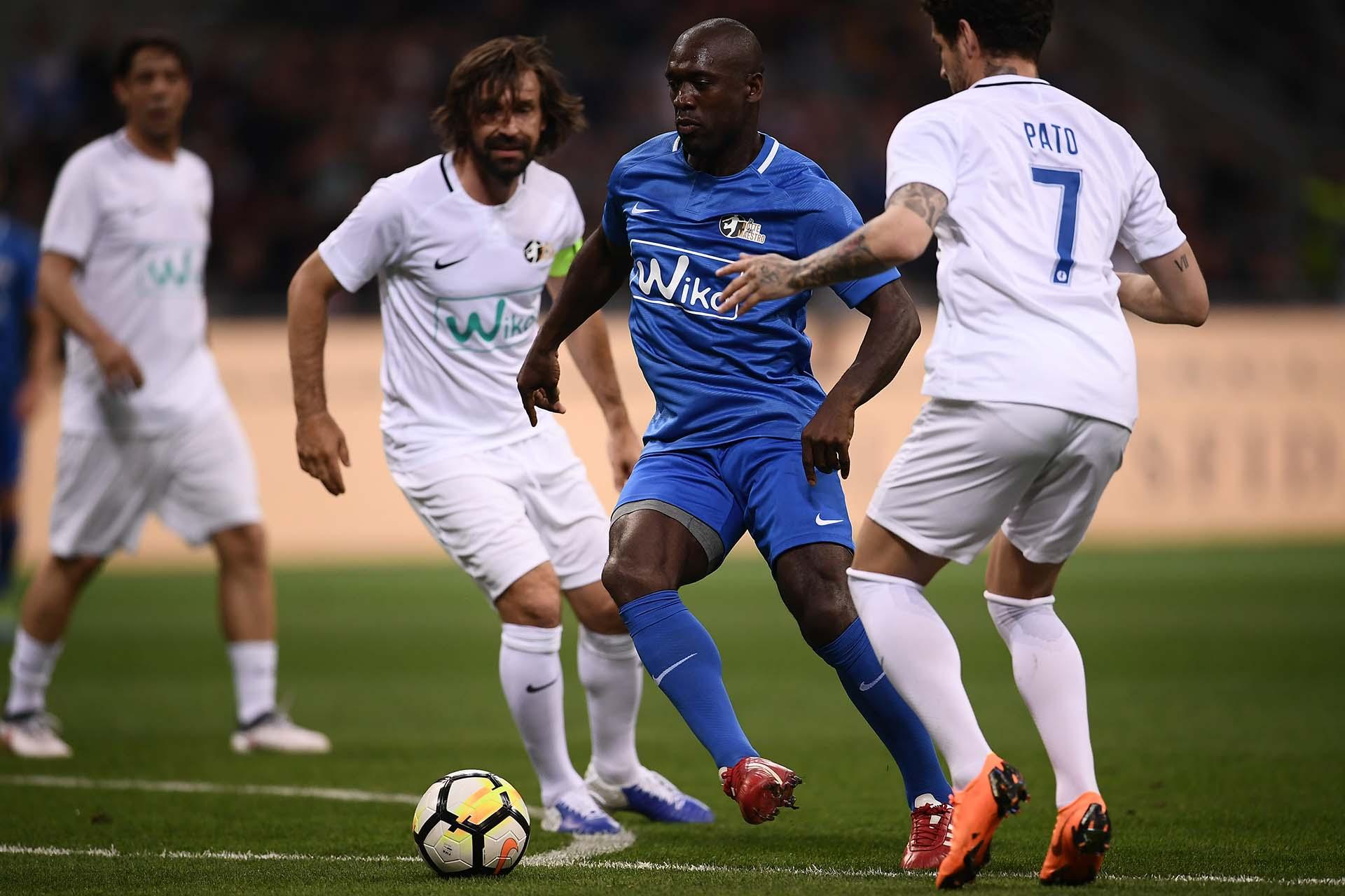 Clarence Seedorfes marcado porAndrea Pirlo y Alexandre Pato (AFP)