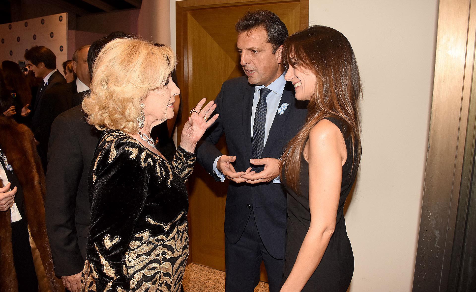 Mirtha Legrand junto a Sergio Massa y Malena Galmarini