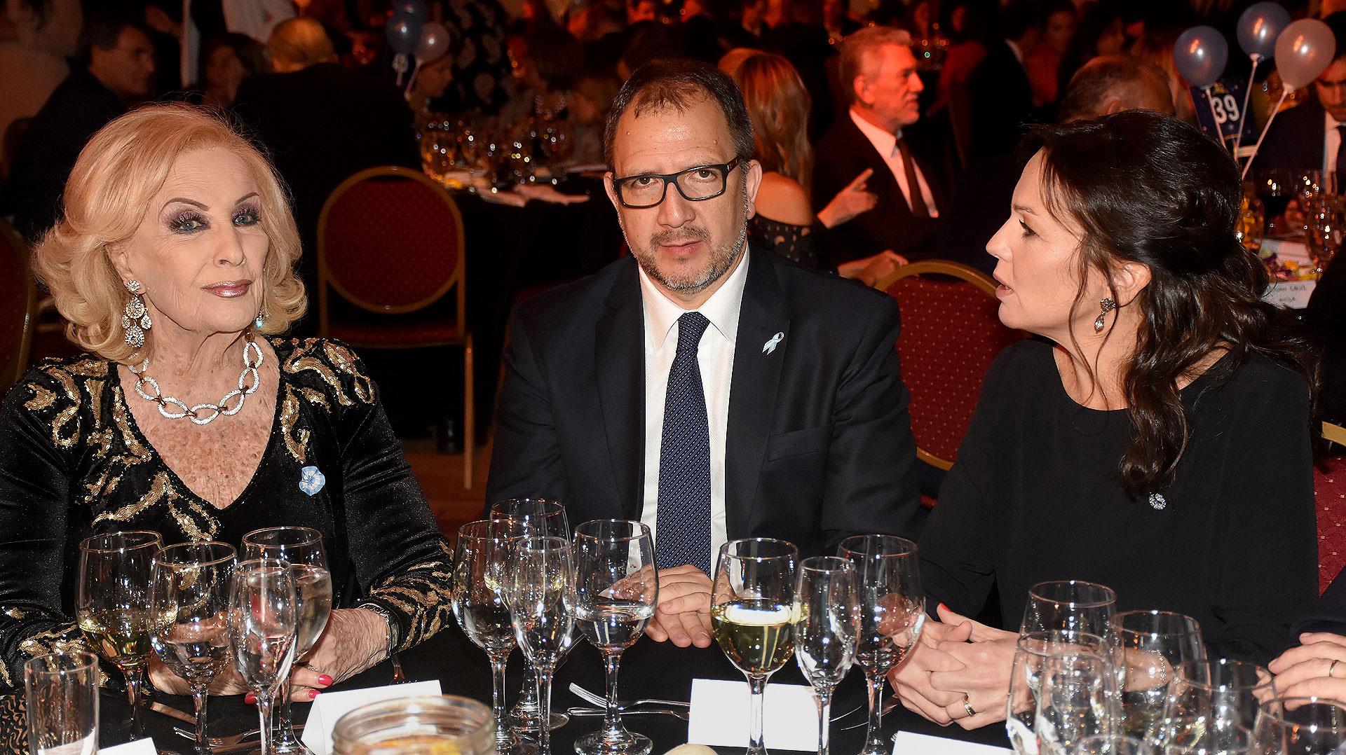 Mirtha Legrand junto a Fabián Perechodnik, Secretario General de la Provincia de Buenos Aires, y la ministra de Desarrollo Social, Carolina Stanley