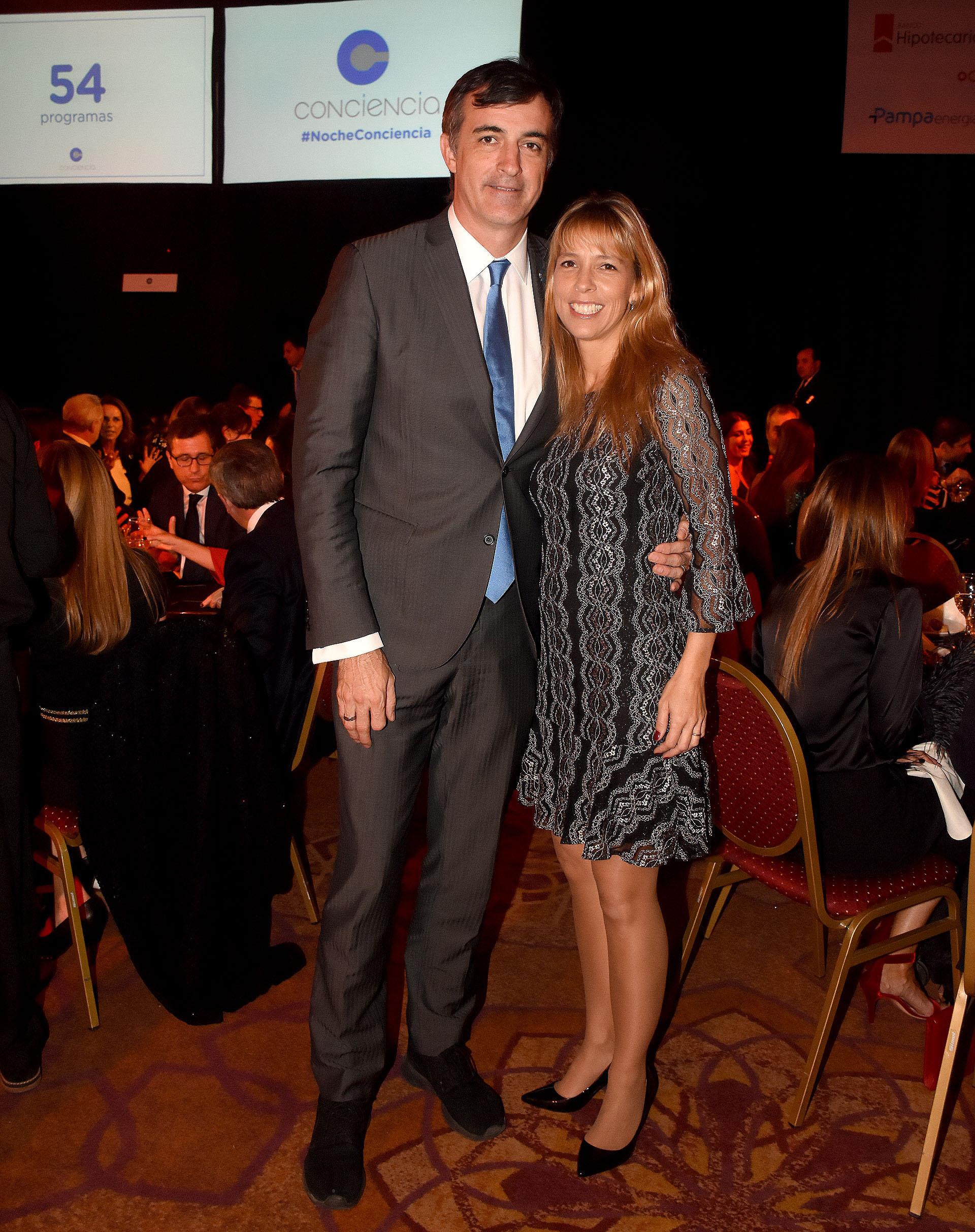 El senador Esteban Bullrich y su mujer
