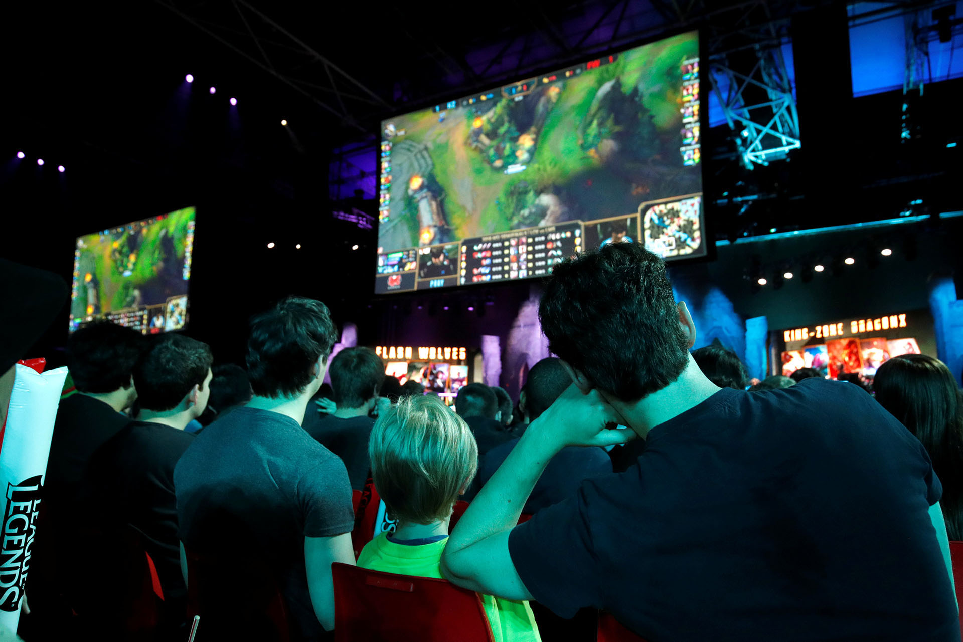 La audiencia sigue atenta el campeonato de League of Legends que se llevó a cabo en mayo de 2018, en París (REUTERS/Philippe Wojazer).