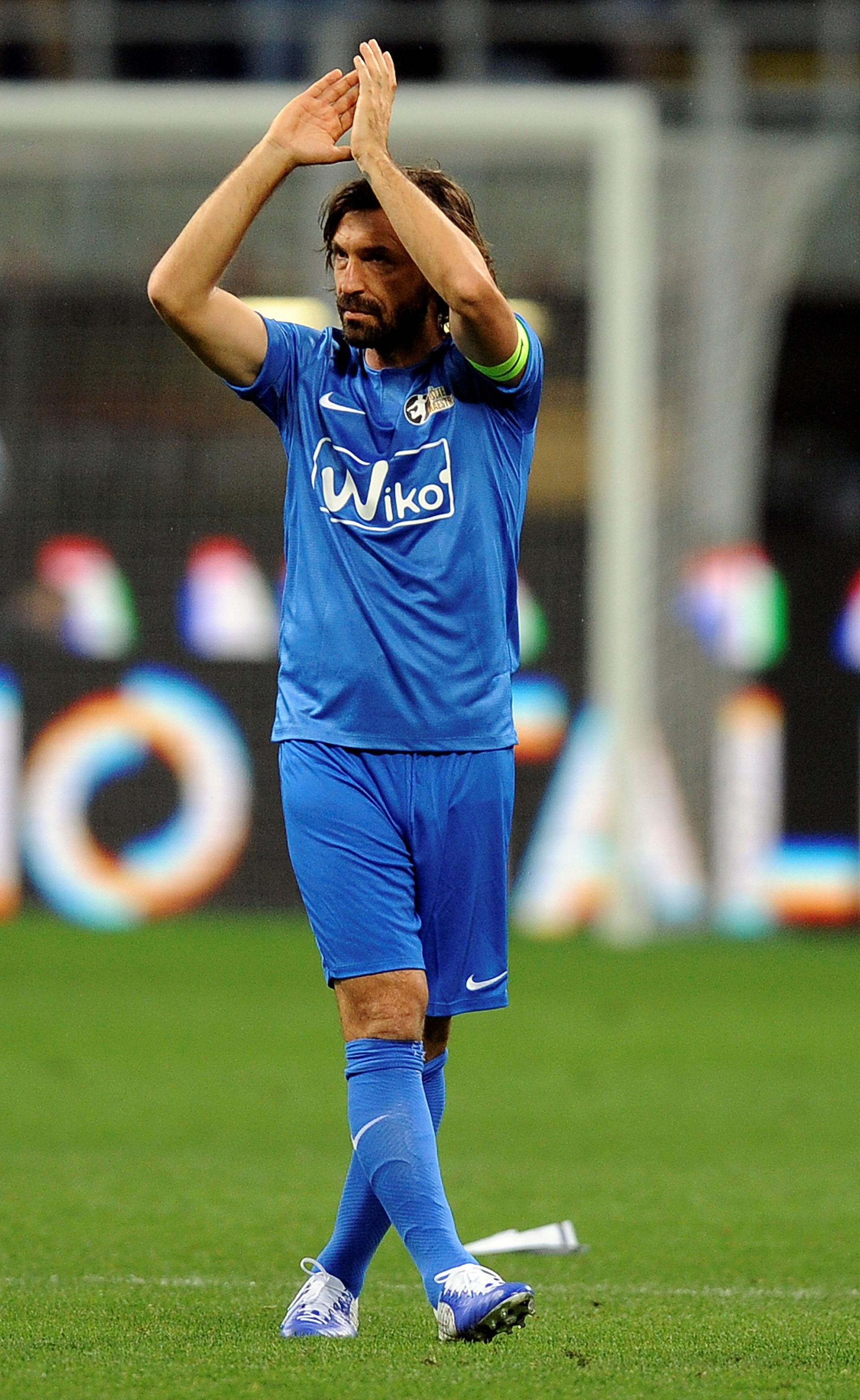 Andrea Pirlo se despidió del fútbol con un partido homenaje en Italia (Reuters)