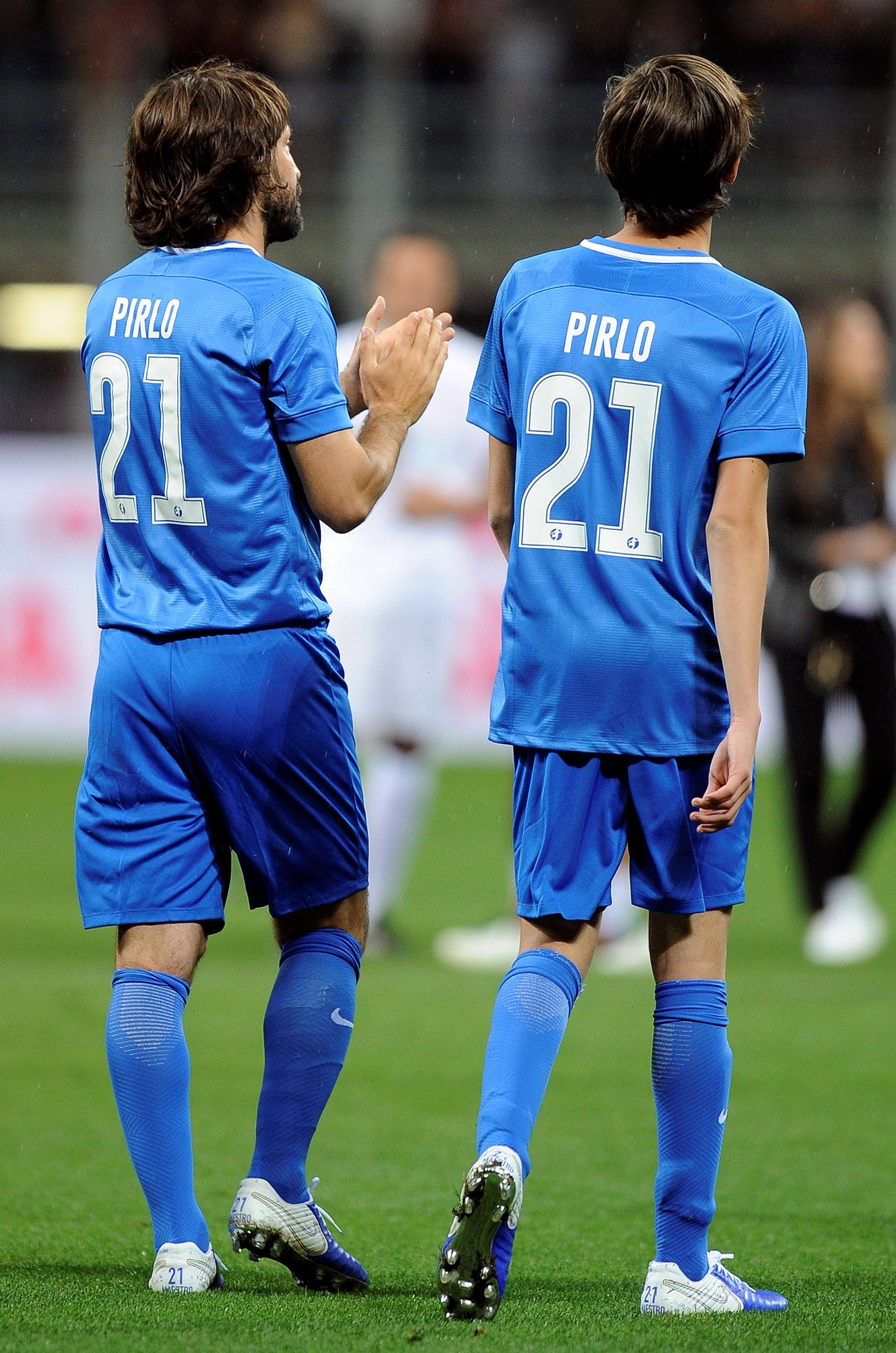 Andrea Pirlo jugó junto a su hijoNiccolo, de 15 años, quien juega en las juveniles de la Juventus (Reuters)