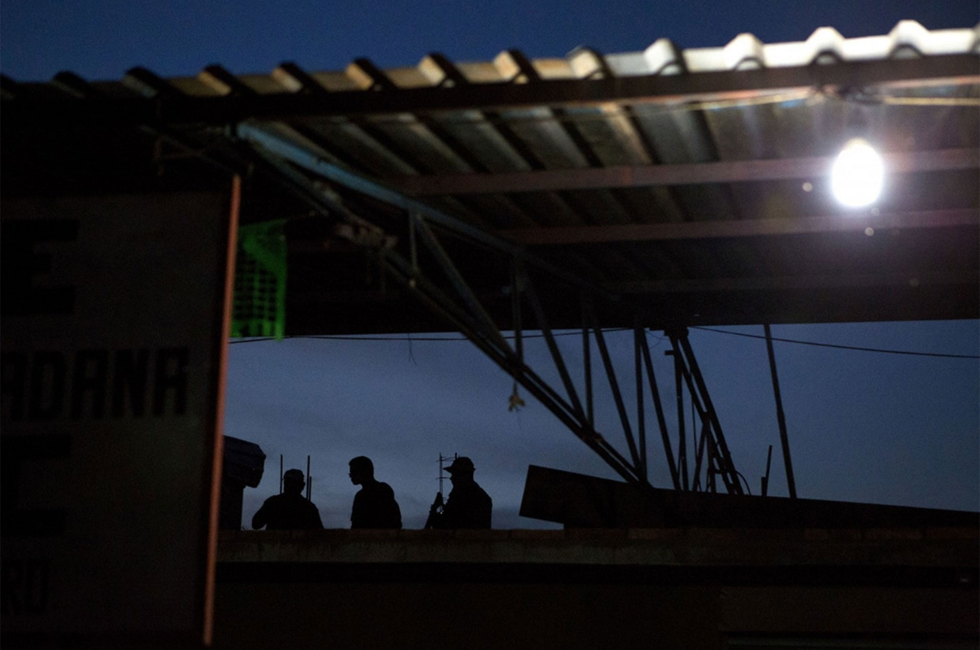 """""""Vigilantes"""" realizan una guardia en una base de Buenavista de la Salud"""
