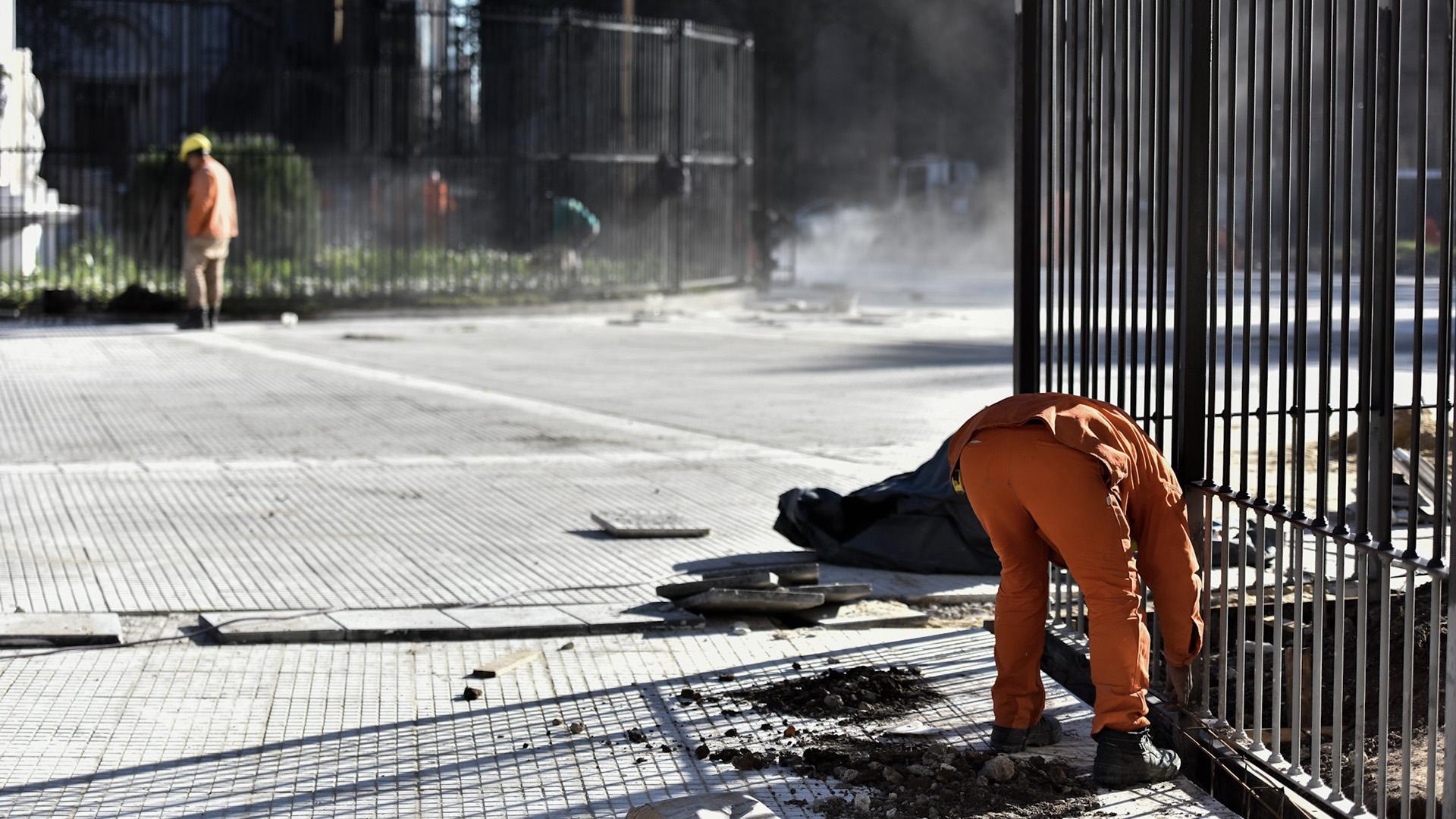 Los obreros ponen a punto todas las modificaciones en la Plaza