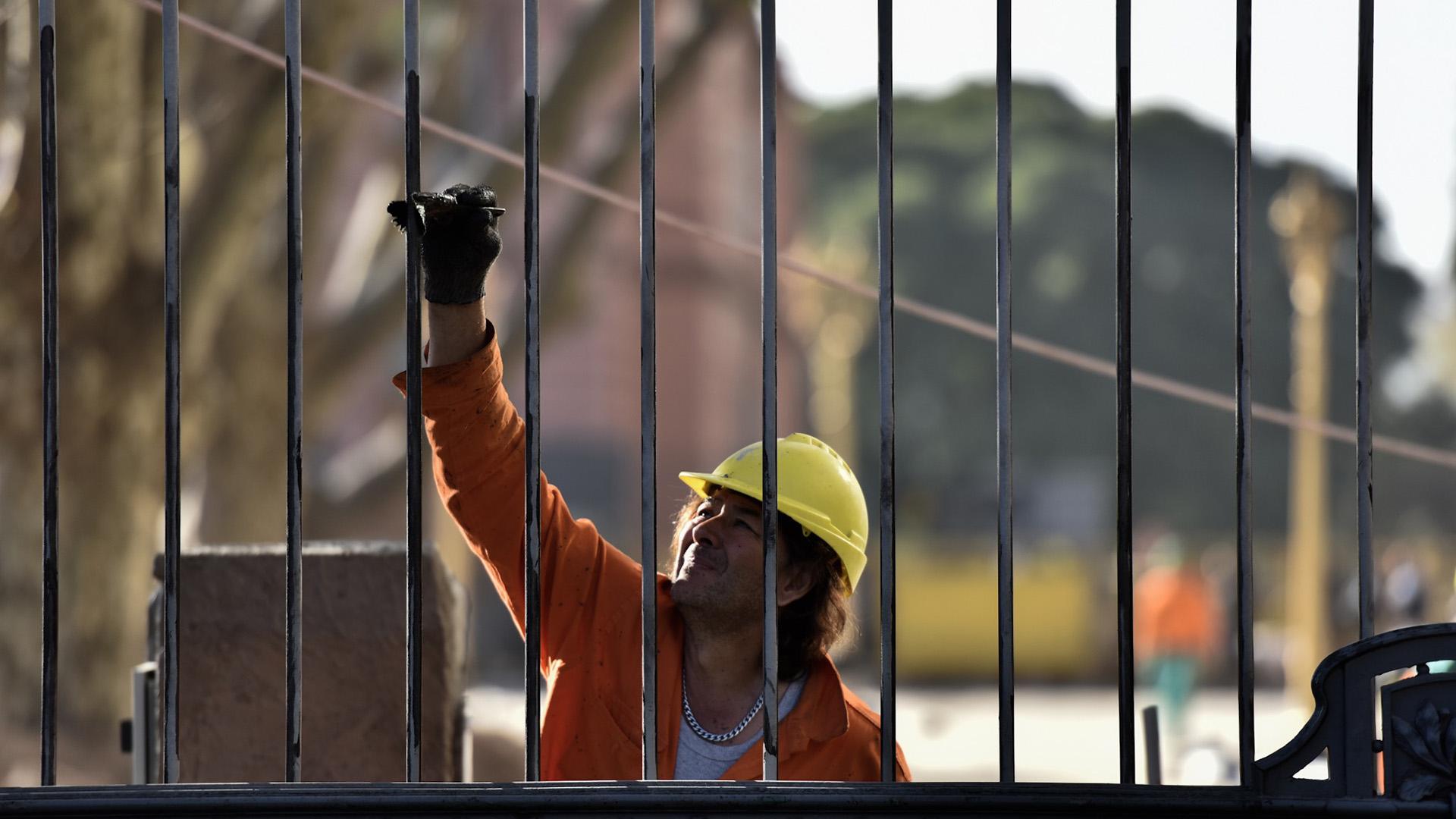 Las rejas reemplazarán a las vallas antidisturbios instaladas en el 2001