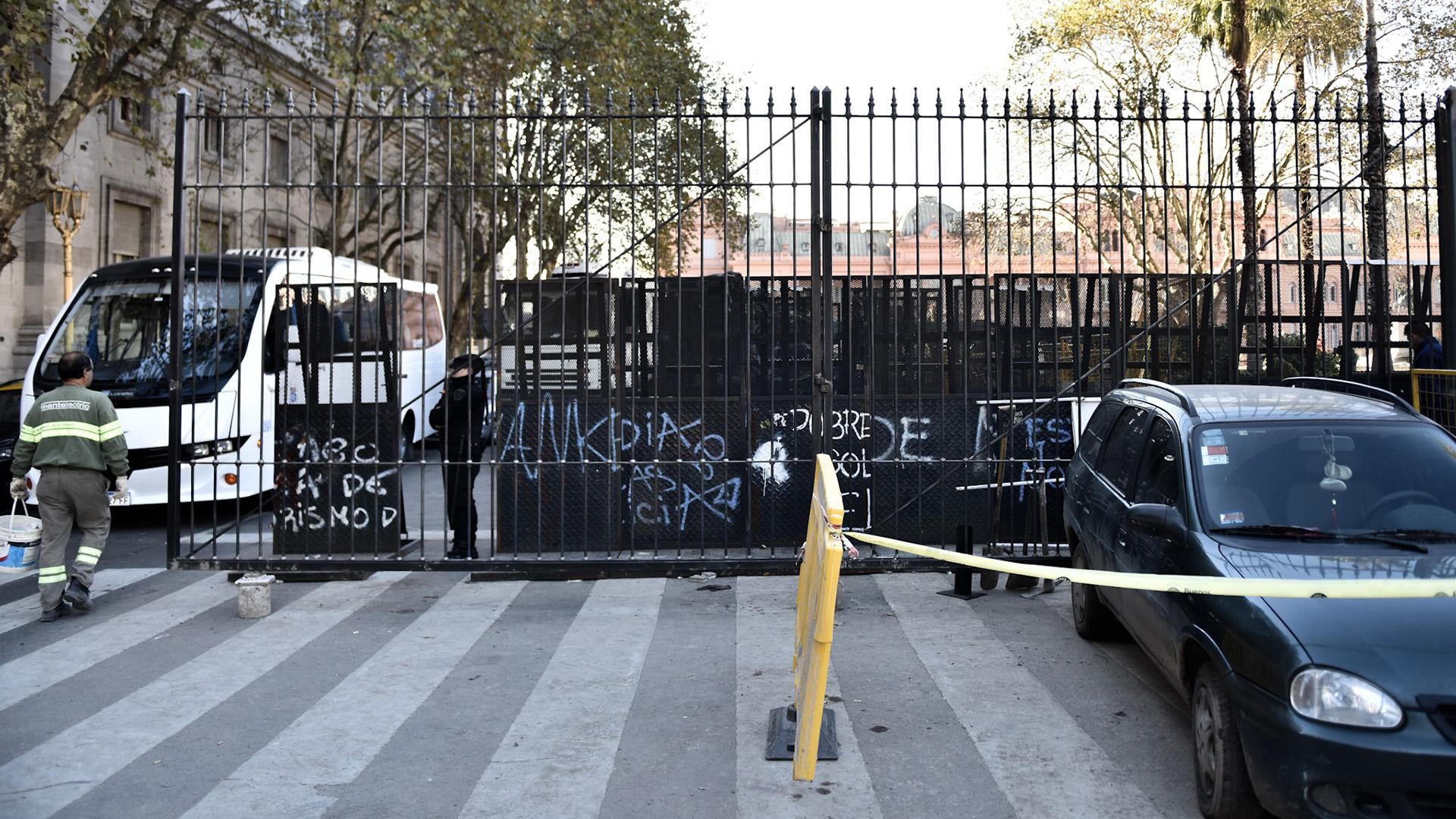 Los paneles móviles también permitirán cortar el tránsito en las calles Defensa y Reconquista
