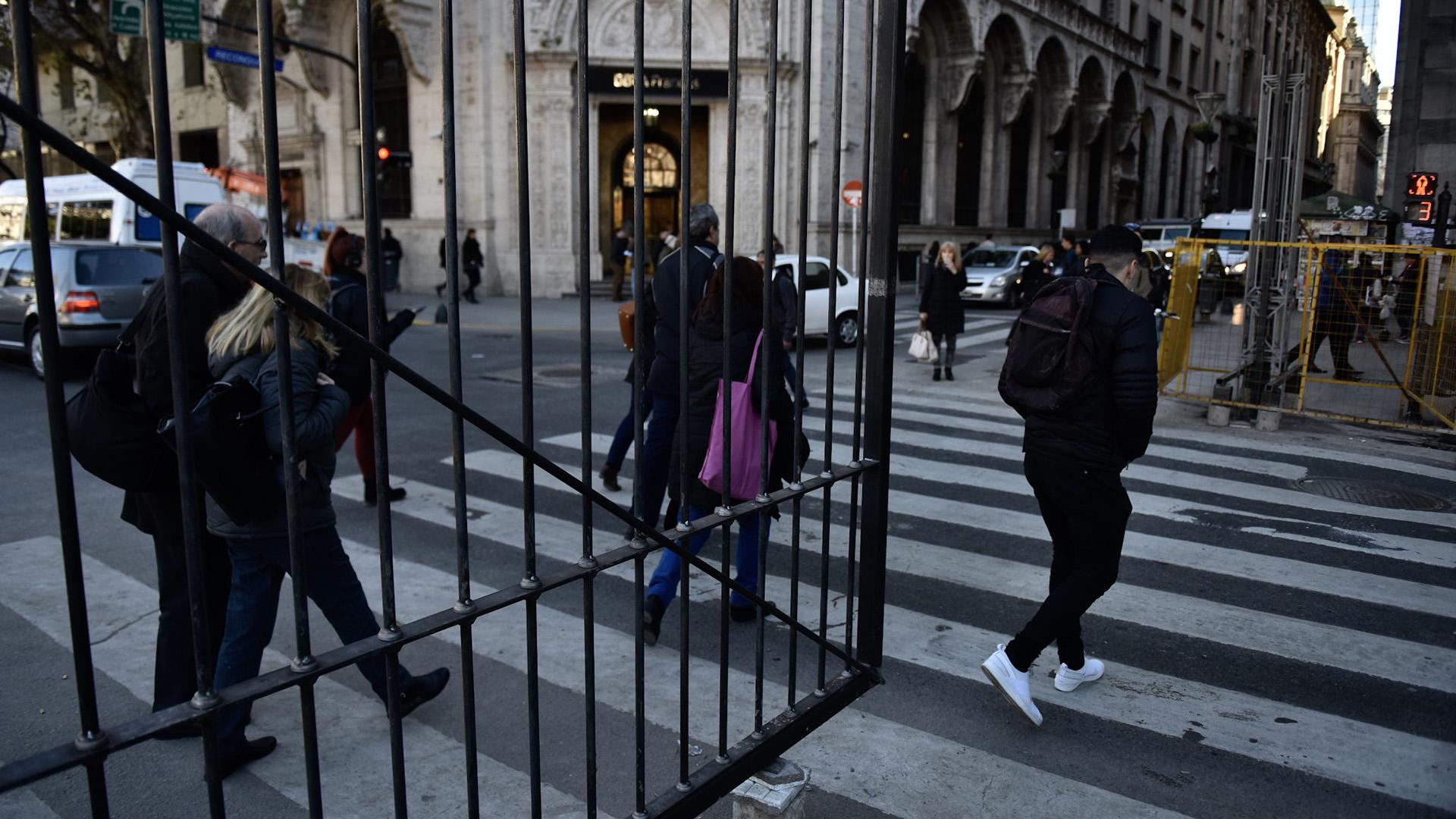 Los peatones se sorprendieron en los últimos días con la instalación de las rejas