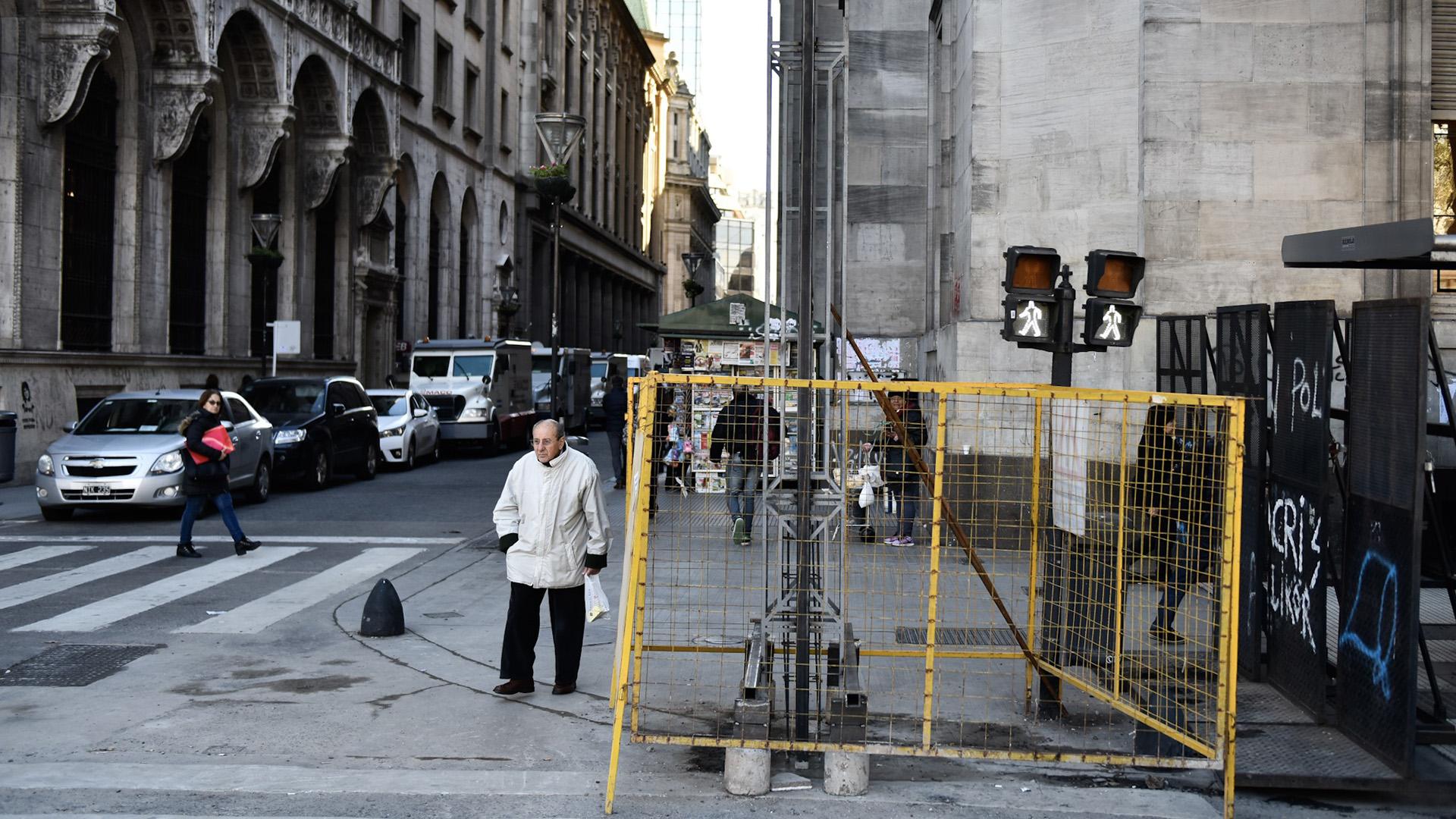 La modalidad de paneles móviles permitirá impedir el acceso a pie a la Casa Rosada